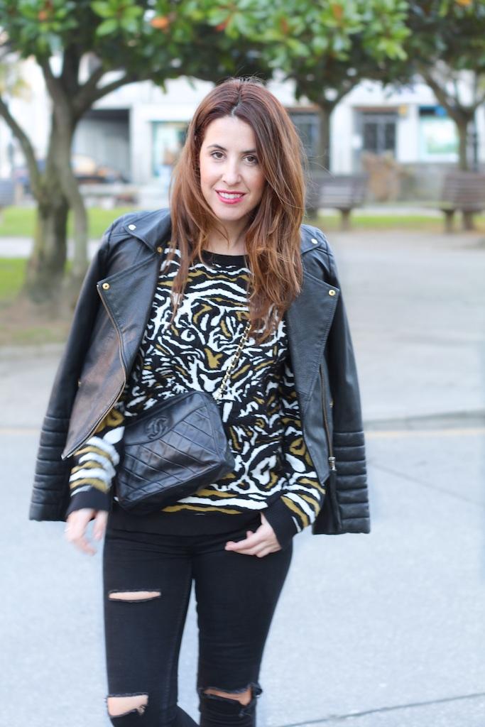 sweatshirt-VEROMODA-black-leather-heels-vintage-bag-chanel-descalzaporelparque-fashionblogger