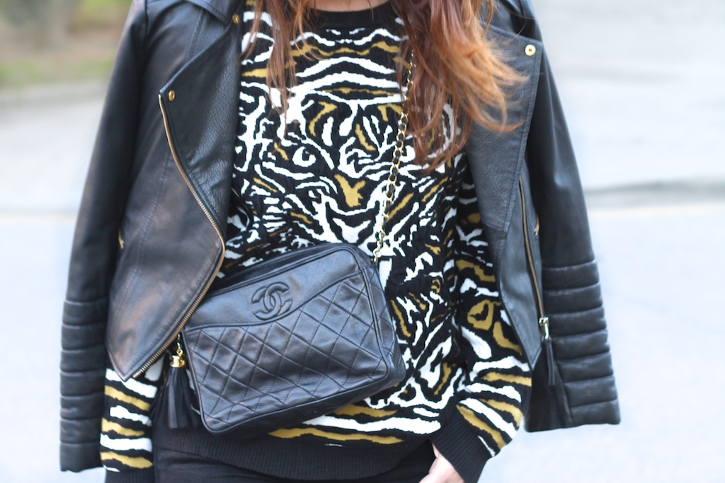 MODA-BLOGGER-sweatshirt-VEROMODA-black-leather-vintage-bag-chanel-descalzaporelparque