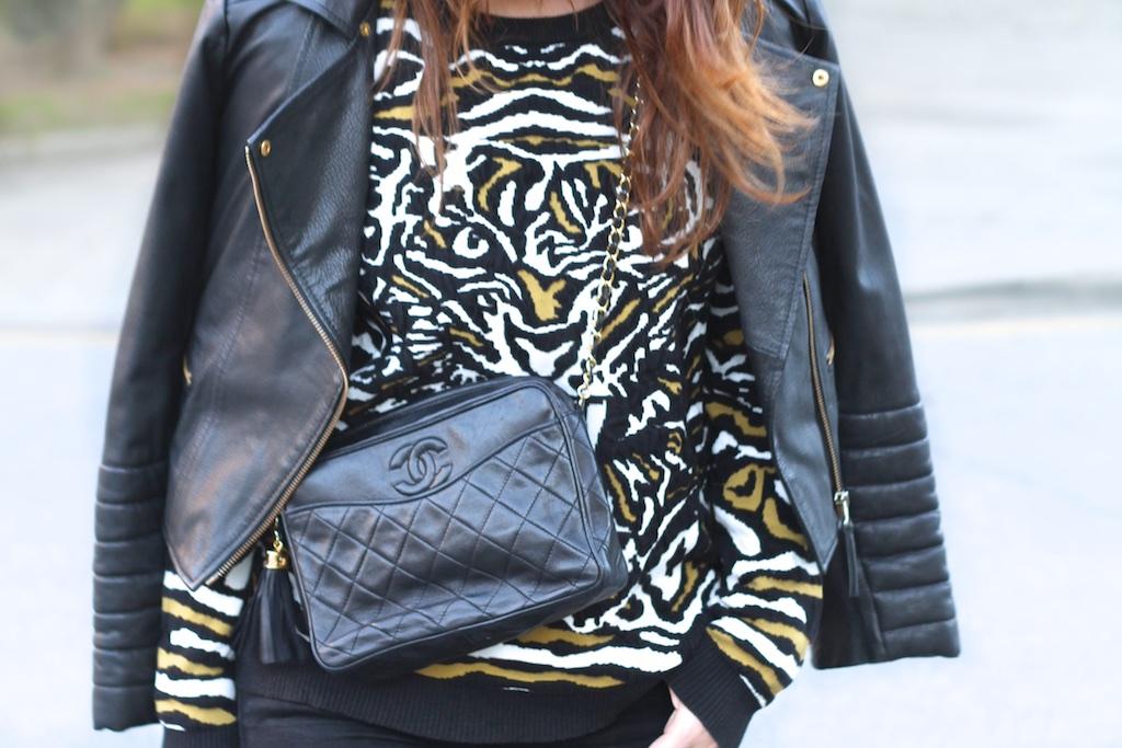 MODA-BLOGGER-sweatshirt-VEROMODA-black-leather-vintage-bag-chanel-descalzaporelparque
