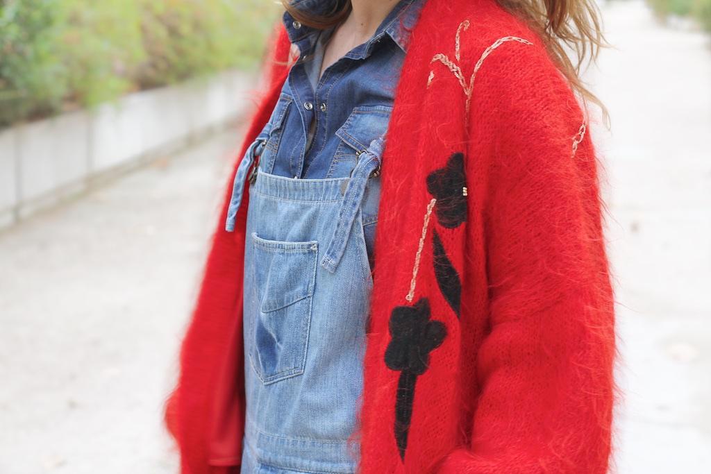 red-cardigan-vinatge-style-moda-calle-denim-dungaree-descalzaporelparque