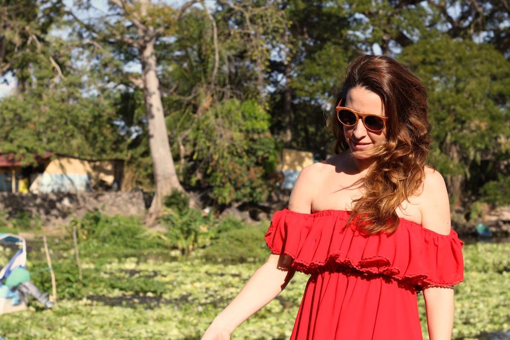 streetstyle-descalzaporelparque-gafastuit- off shoulder-red-dress-chicwish-