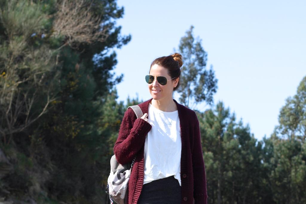 streetstyle-backpack-tube-skirt-converse-zara-sunglasses-rayban-descalzaporelparque