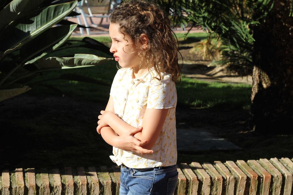 jimena-miniblogger-descalzaporelparque-Giraffe-print-linen-shirt-zara-kids-