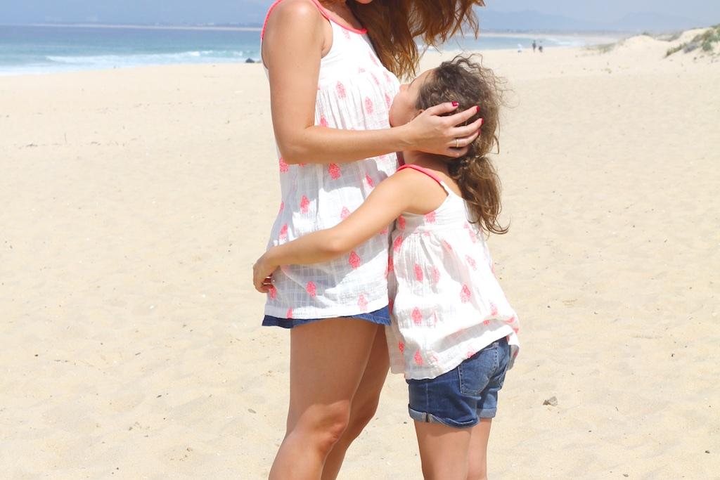 iguales-mama-verano-niños-zara-descalzaporelparque-playa