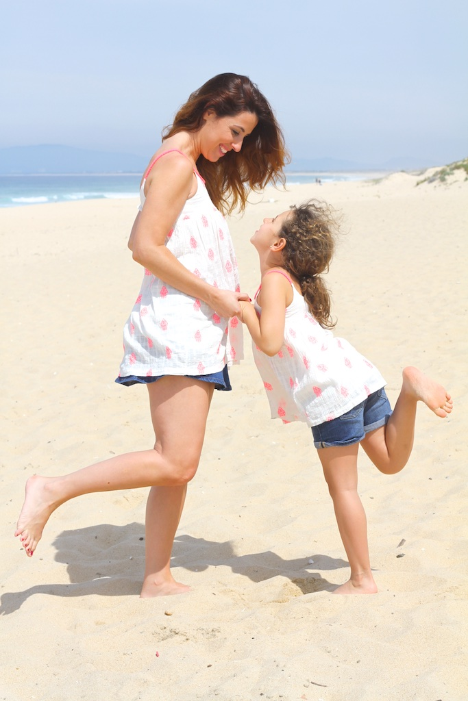 zarakids-playa-madre-hija-descalzaporelparque-playa