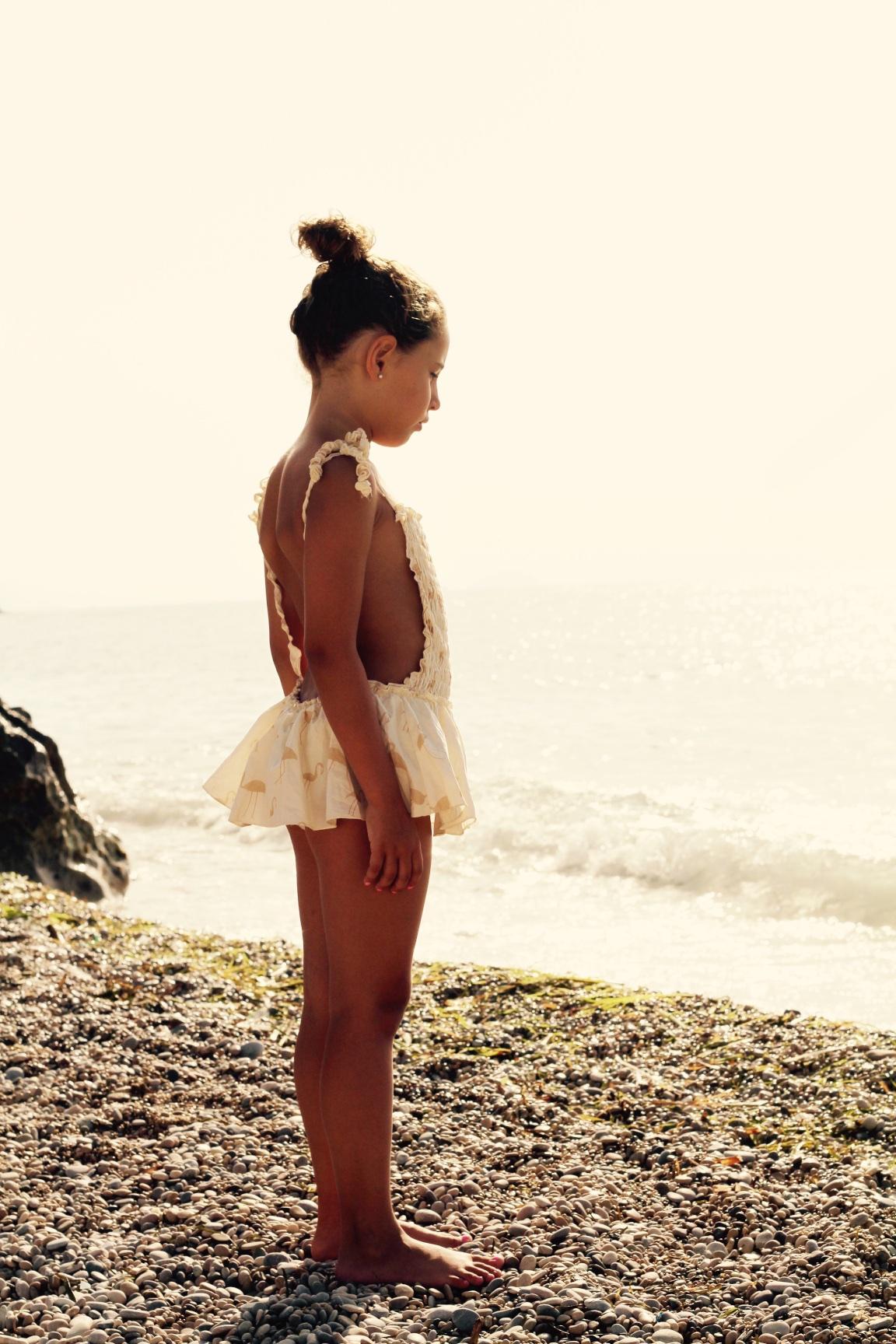 flamenco-bañador-omini-jimena-fashionkids-girl-descalzaporelparque