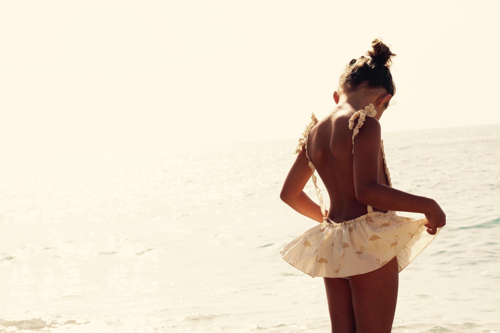 omini-ministyle-miniblogger-girl-kids-swimsuit-descalzaporelparque