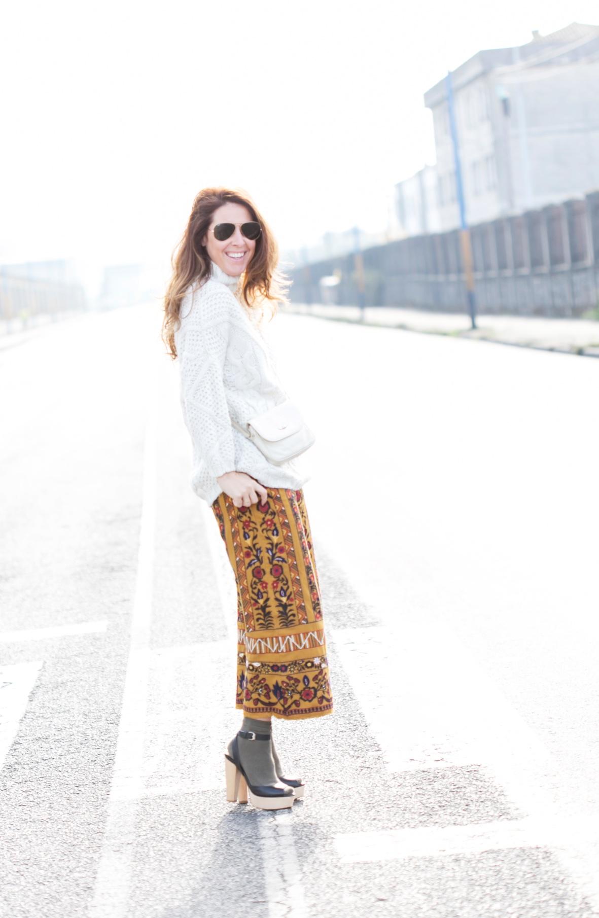 moda-calle-rayban-blogger-coruña-embroidered-trousers-streetstyle-descalzaporelparque