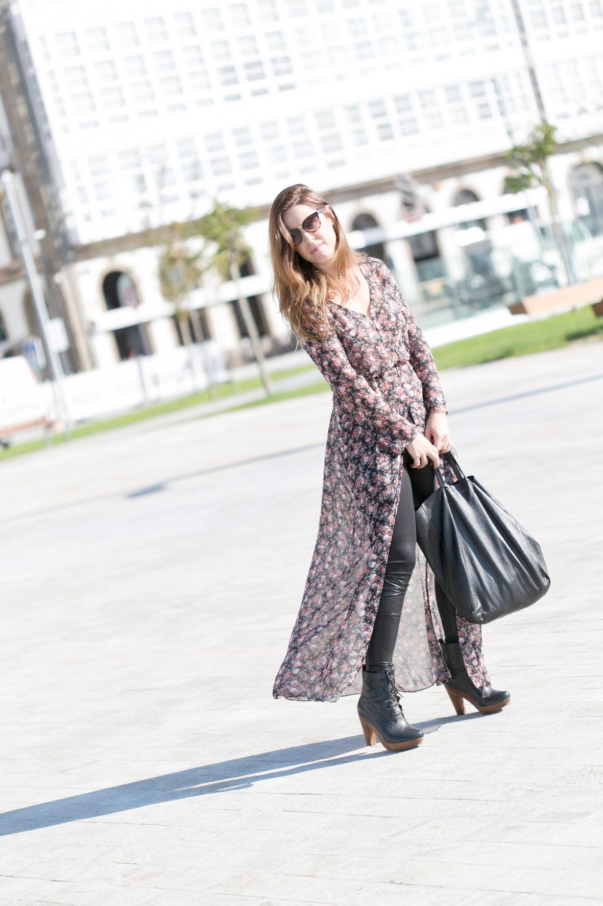 dress-floral-blogger-coruña-estilo-calle-mommyblogger-descalzaporelparque