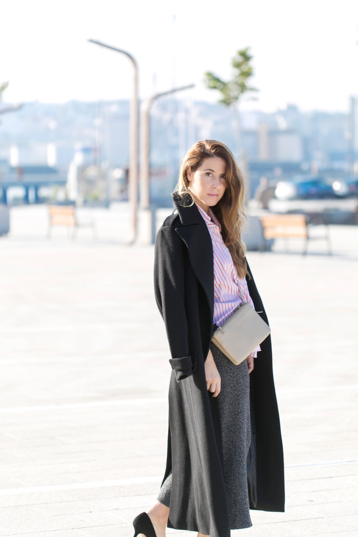 influencer-coruña-descalzaporelparque-fashion-heels- longcoat-style-triobag-Zara