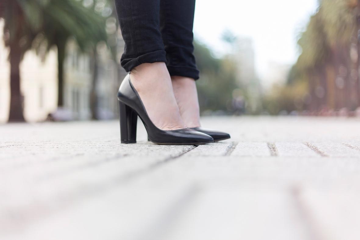 heels-zara-black-street-coruña-stylelovely-descalzaporelparque