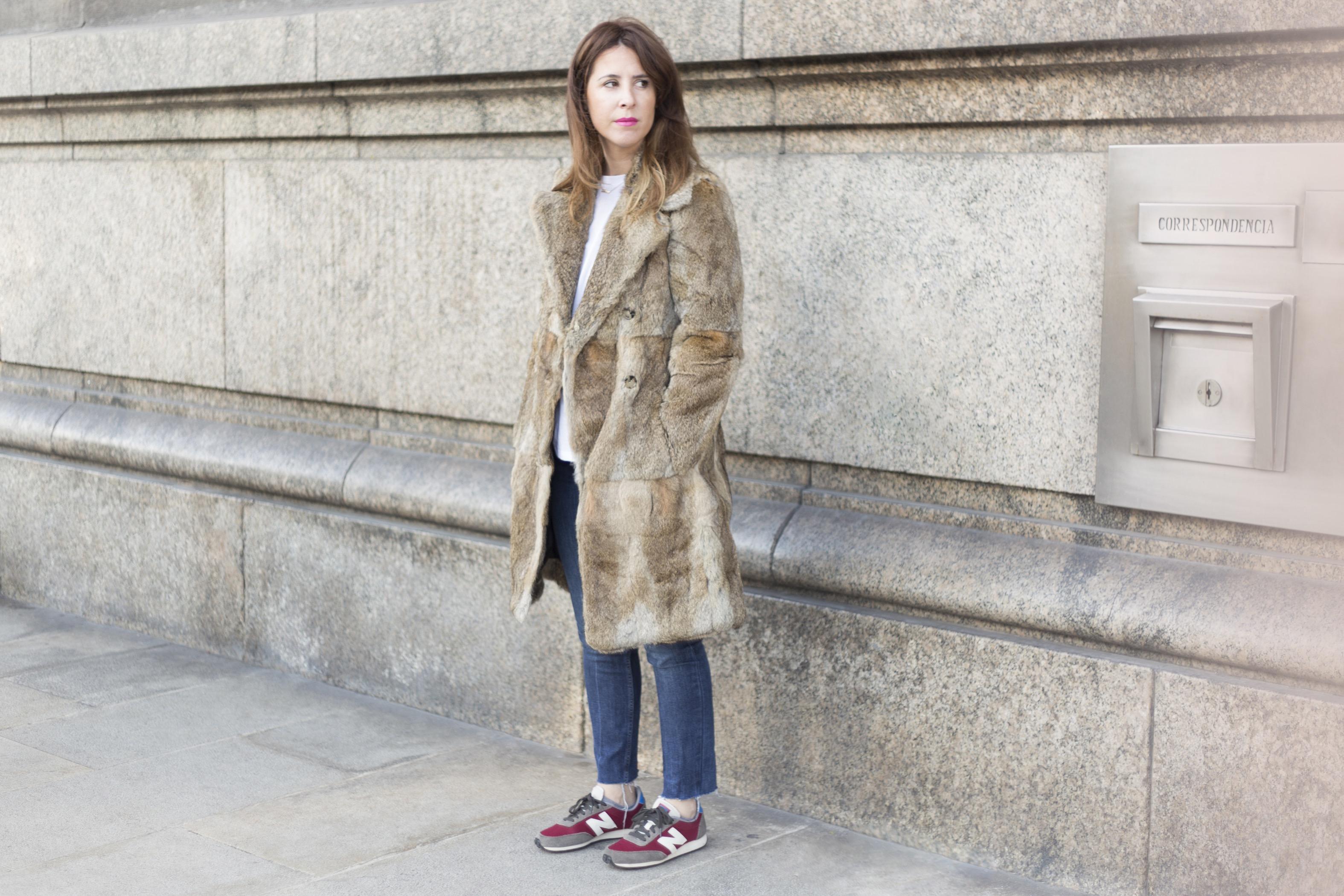 moda-calle-fashion-fur-merry-coat-SANDRO-street-style-coruña-descalzaporelparque