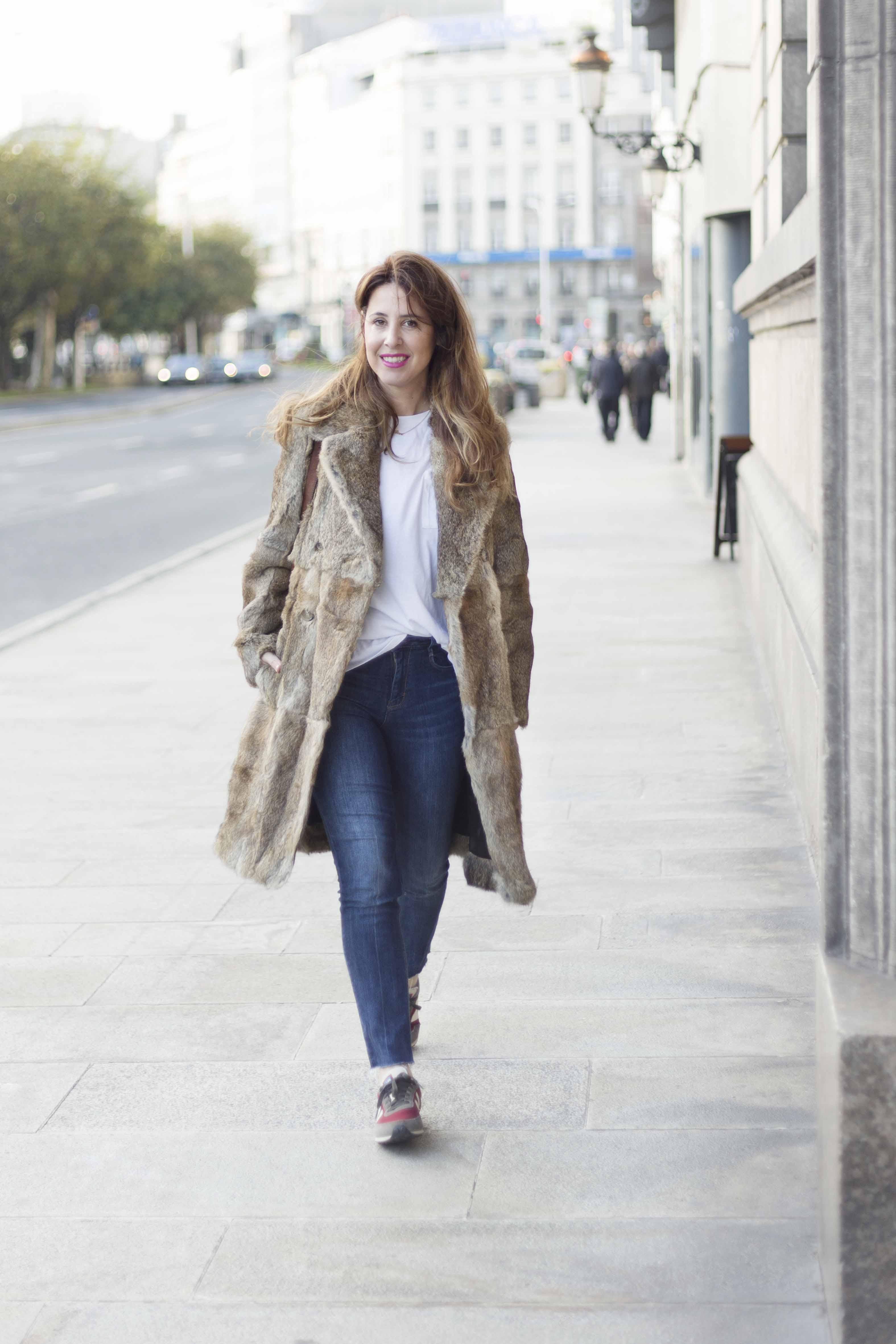 descalzaporelparque-fur-moda-fashion-merry-coat-SANDRO-streetstyle-coruña