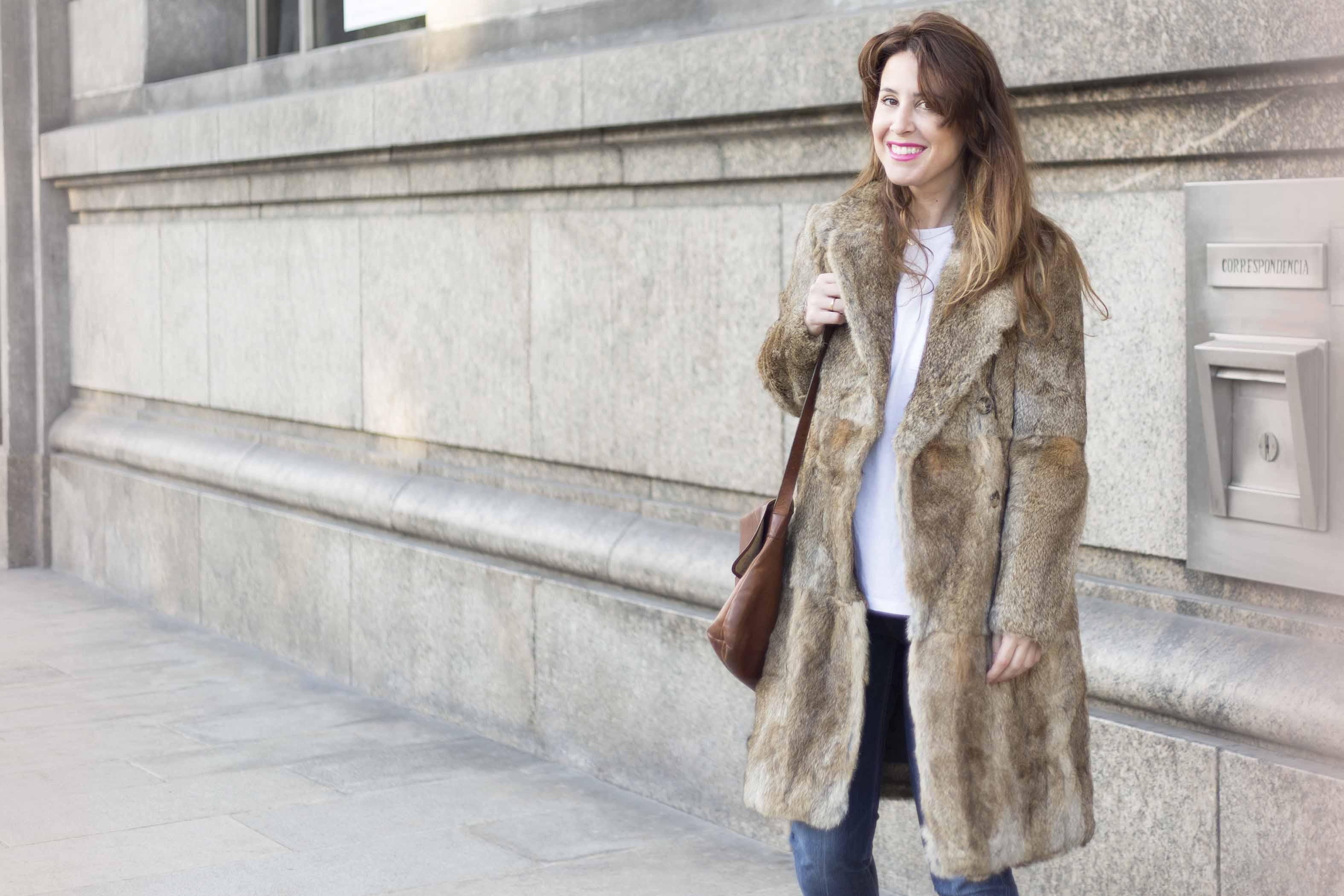 blogger-merrycoat-descalzaporelparque-SANDRO-Paris-abrigo-pelo-streetstyle-coruña-fashion