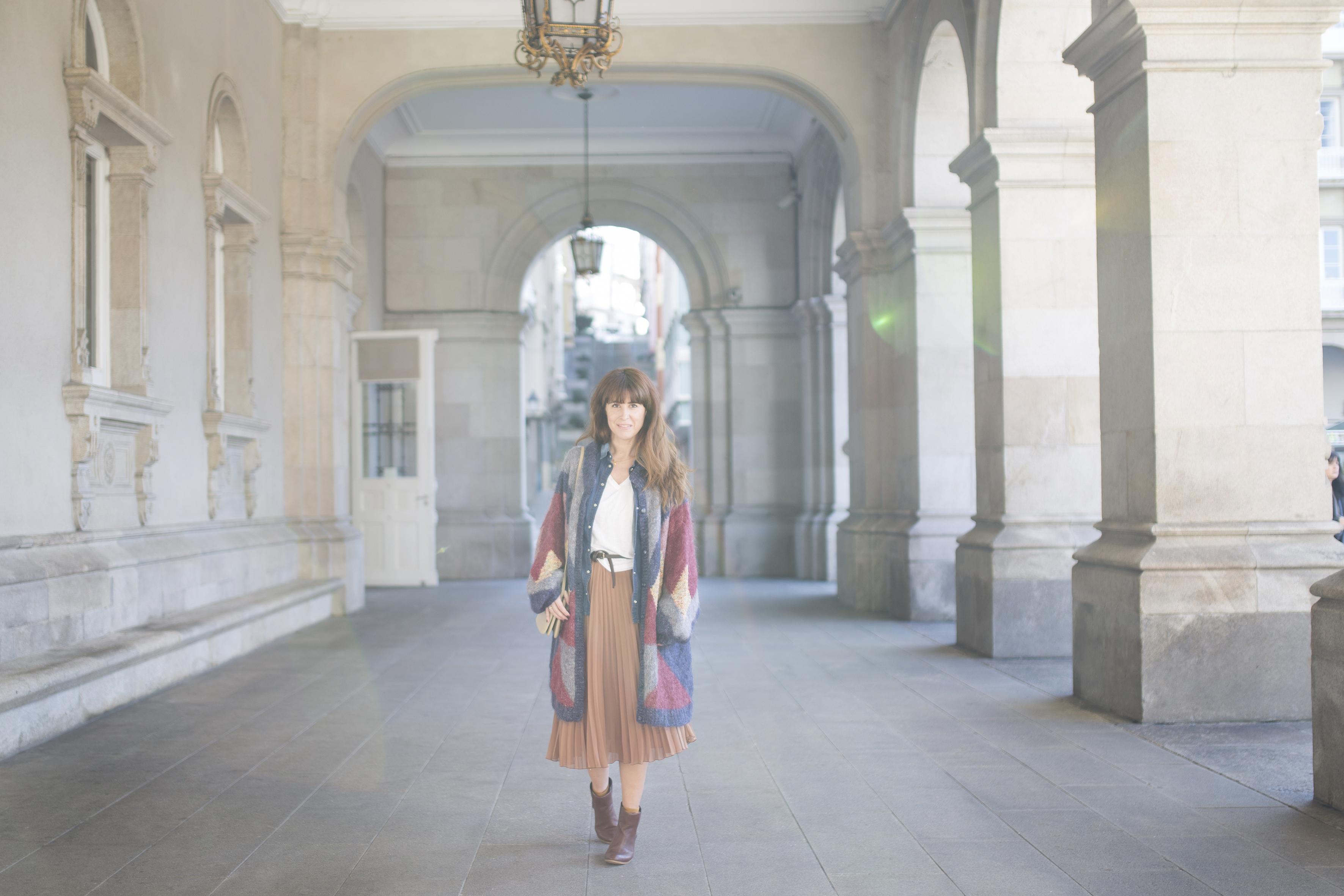 streetstyle-fashion-style-descalzaporelparque-zarapeople-zara-skir-cèline-coruña-blogger
