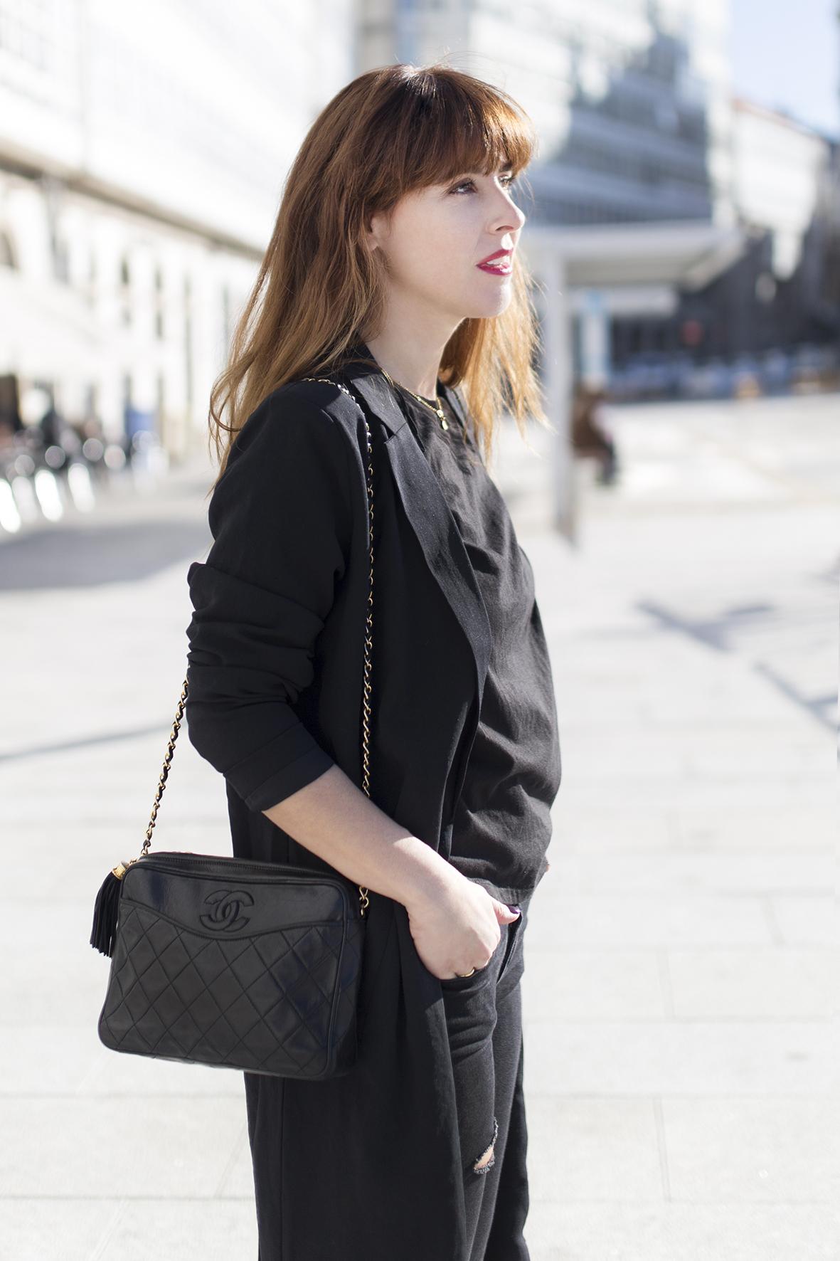 descalzaporelparque- blogger-Black look-chanel bag-Vintage Chanel-American Vintage-moda-calle-Coruña