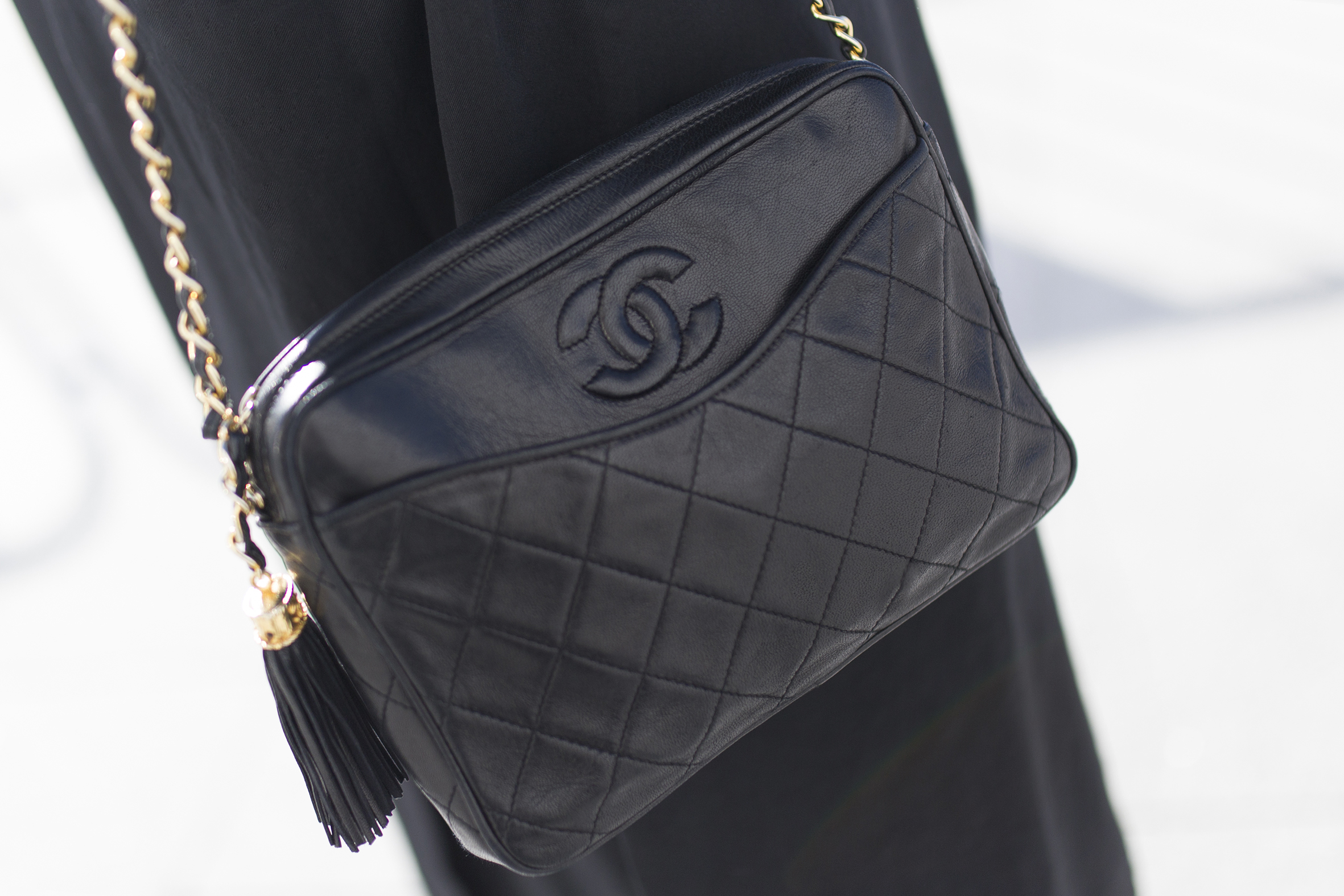 Black-chanel bag-Vintage Chanel-descalzaporelparque-blogger-coruña-Black look