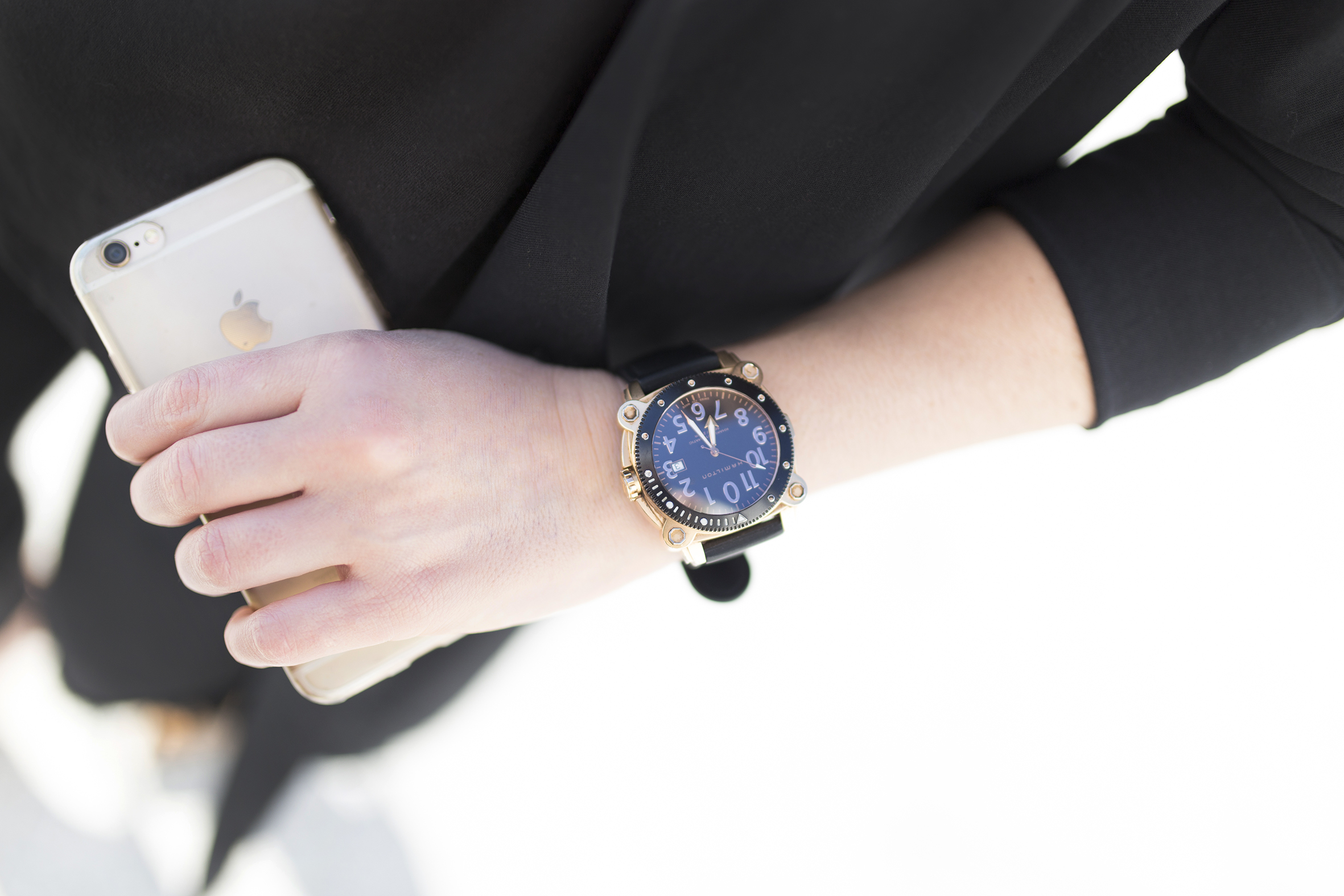 Hamilton-watch-Black look-Zara-streetstyle- Black look-Coruña- blogger-Black-descalzaporelparque