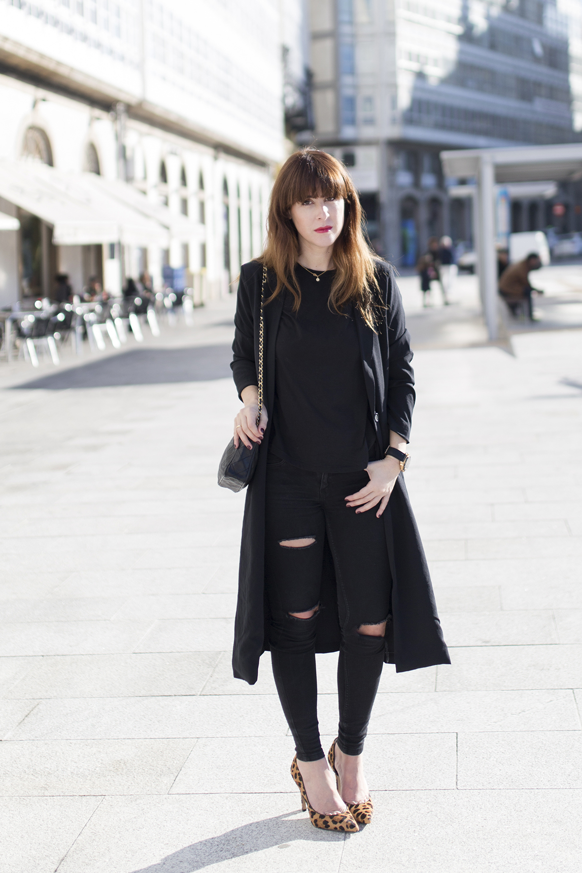 Black look-alba cuesta-streetstyle- Coruña- blogger-Black-Vintage Chanel-leopard heels