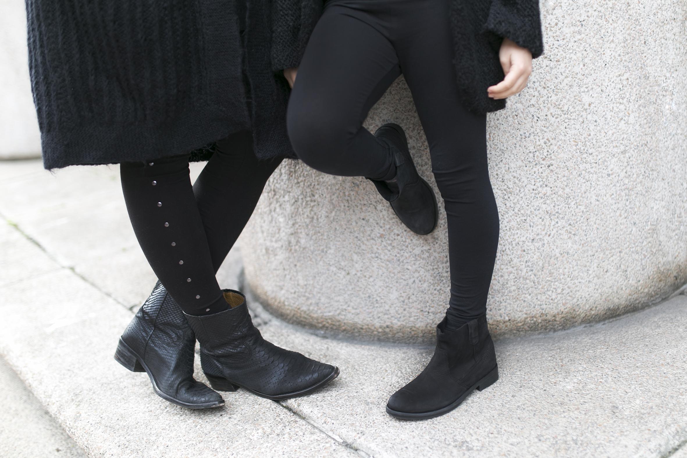 mother and daughter- total-black-descalzaporelparque-streetstyle-coruña- kids- fashion-