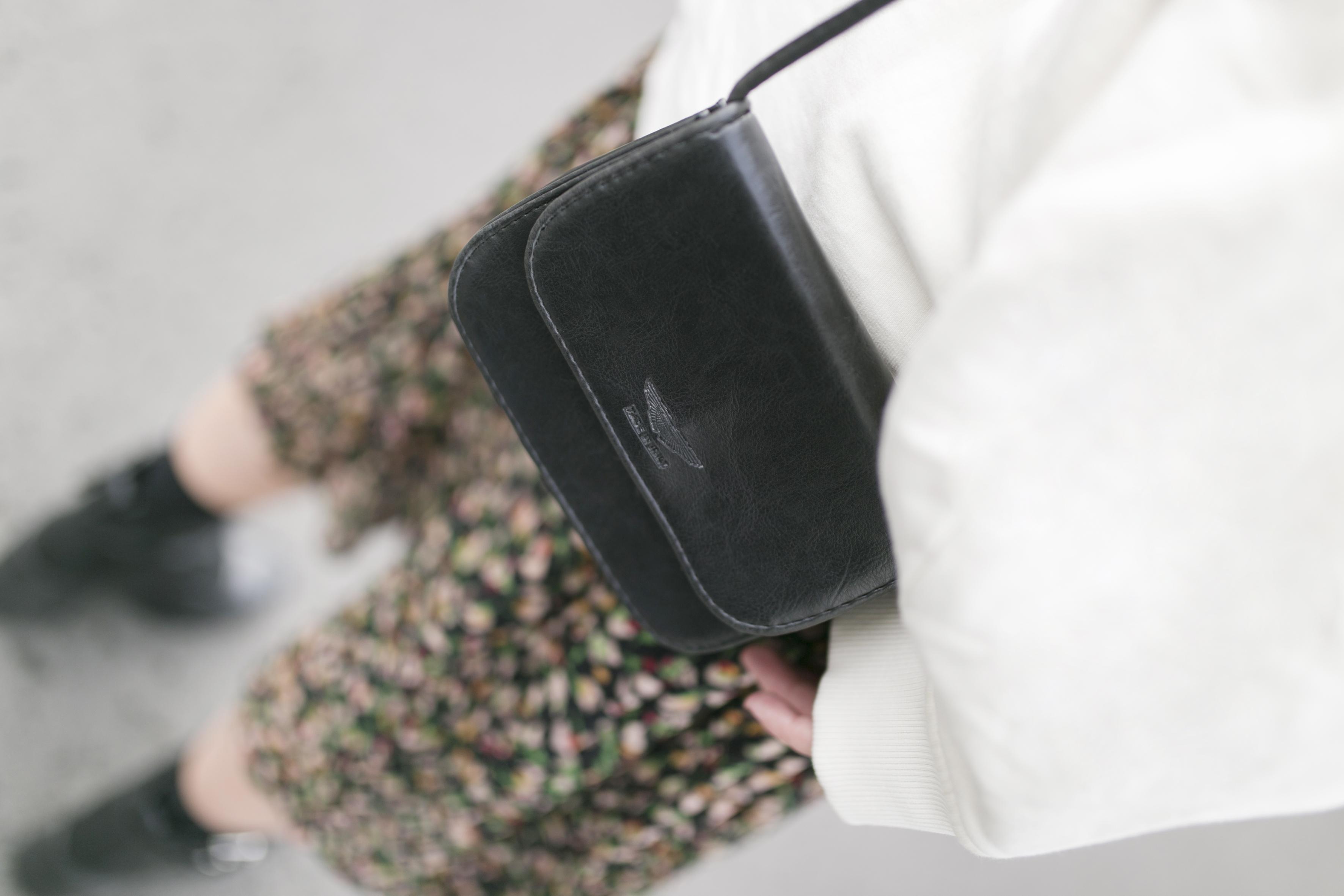 vintage-bag-moda-calle-descalzaporelparque-rebajas Zara-Acne Studios- fashion-streetstyle-blogger- Zara Dress