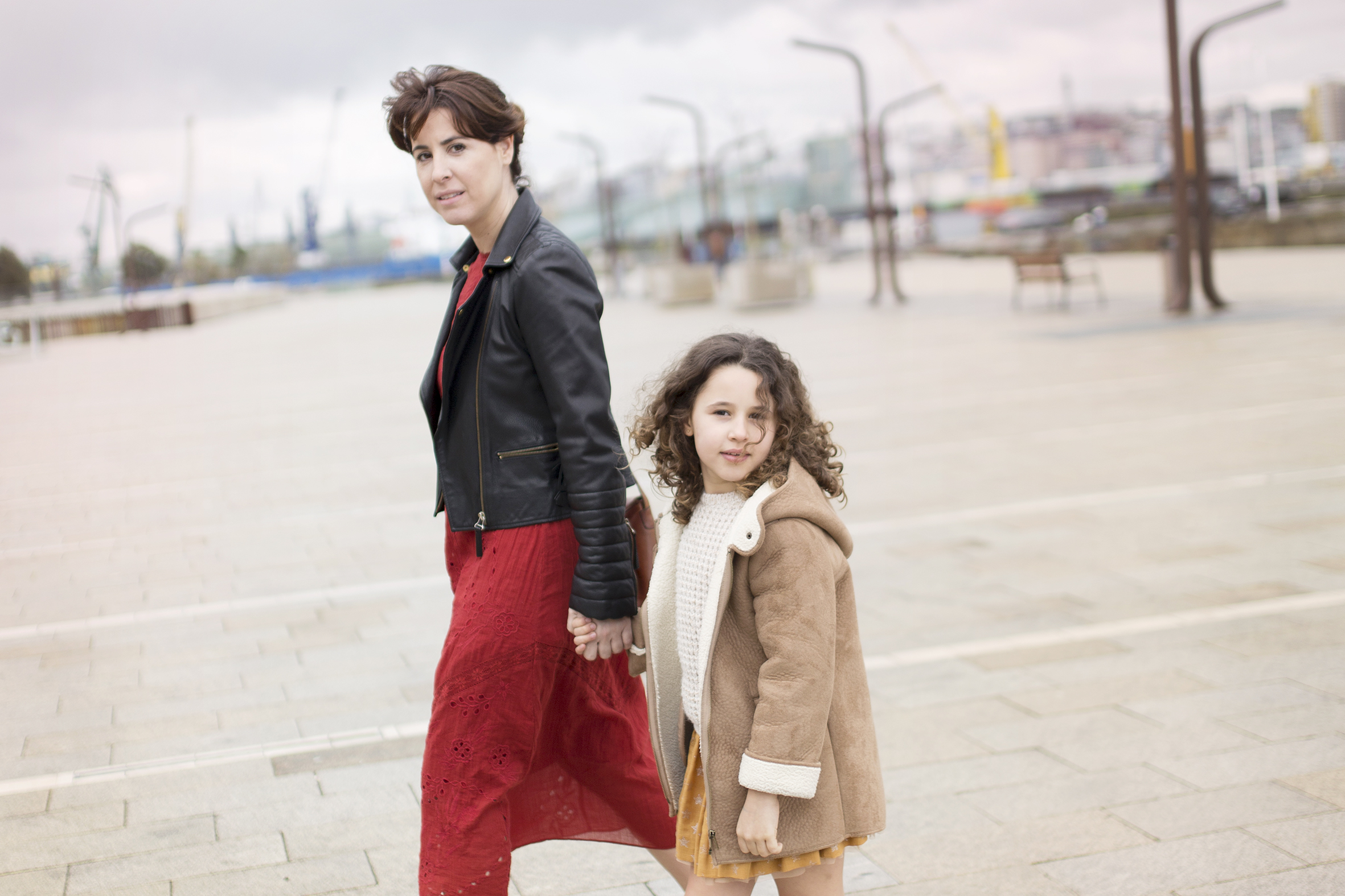 blogger-mom and daughter-Zara- descalzaporelparque-kids-fashion -mini me- streetstyle- mother-parrote-moda-coruña