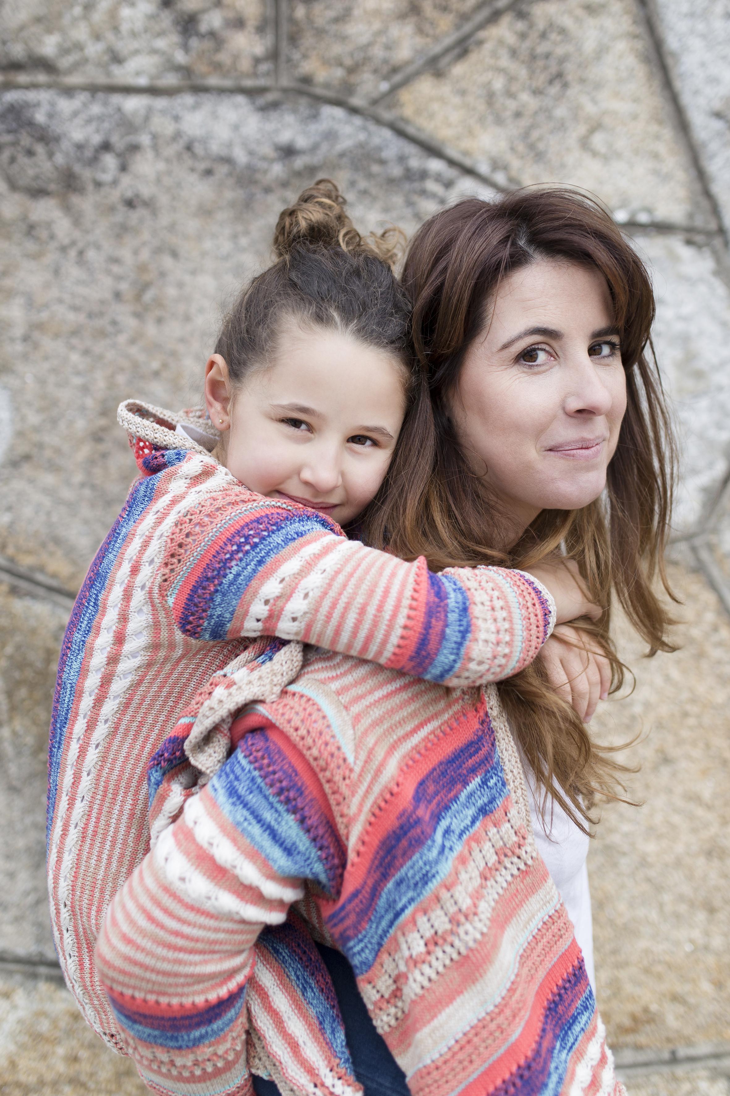 jimena & me-madre e hija-zara kids-Viajar en familia-descalzaporelparque-coruña-lifestyle- kids- converse-daughter