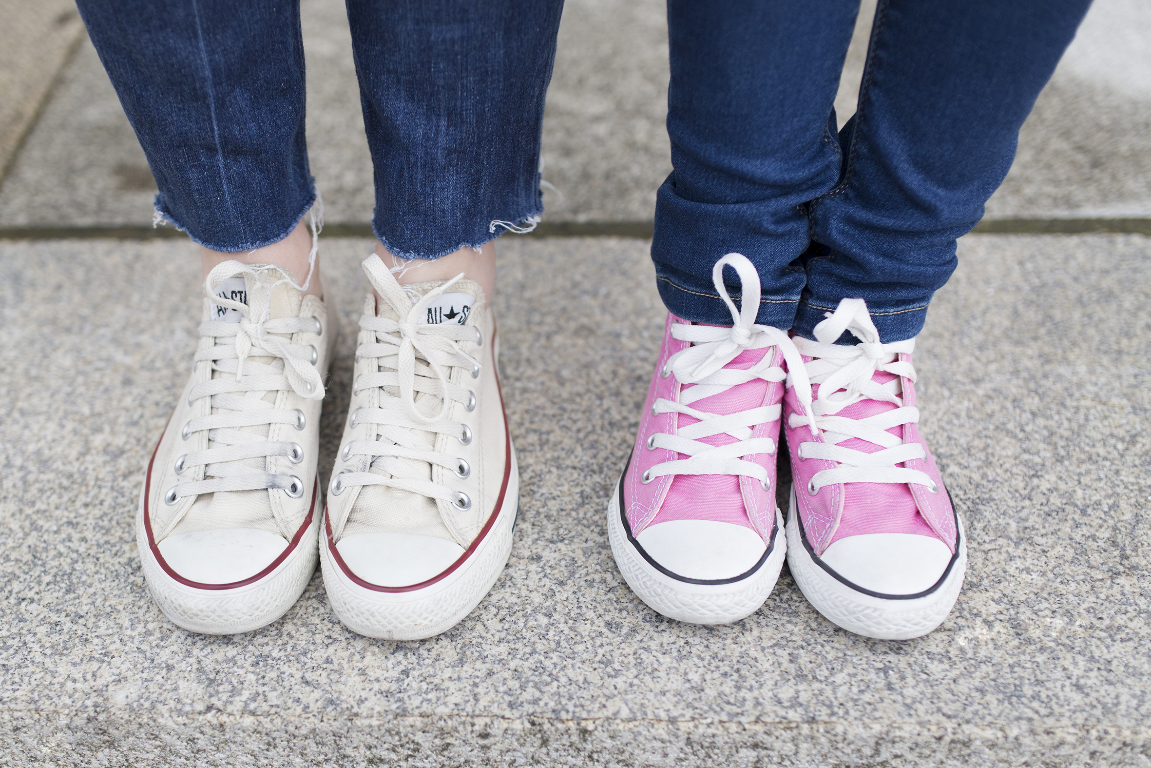 converse-jimena & me-madre e hija-Viajar en familia-descalzaporelparque-coruña-lifestyle- kids- converse-daughter