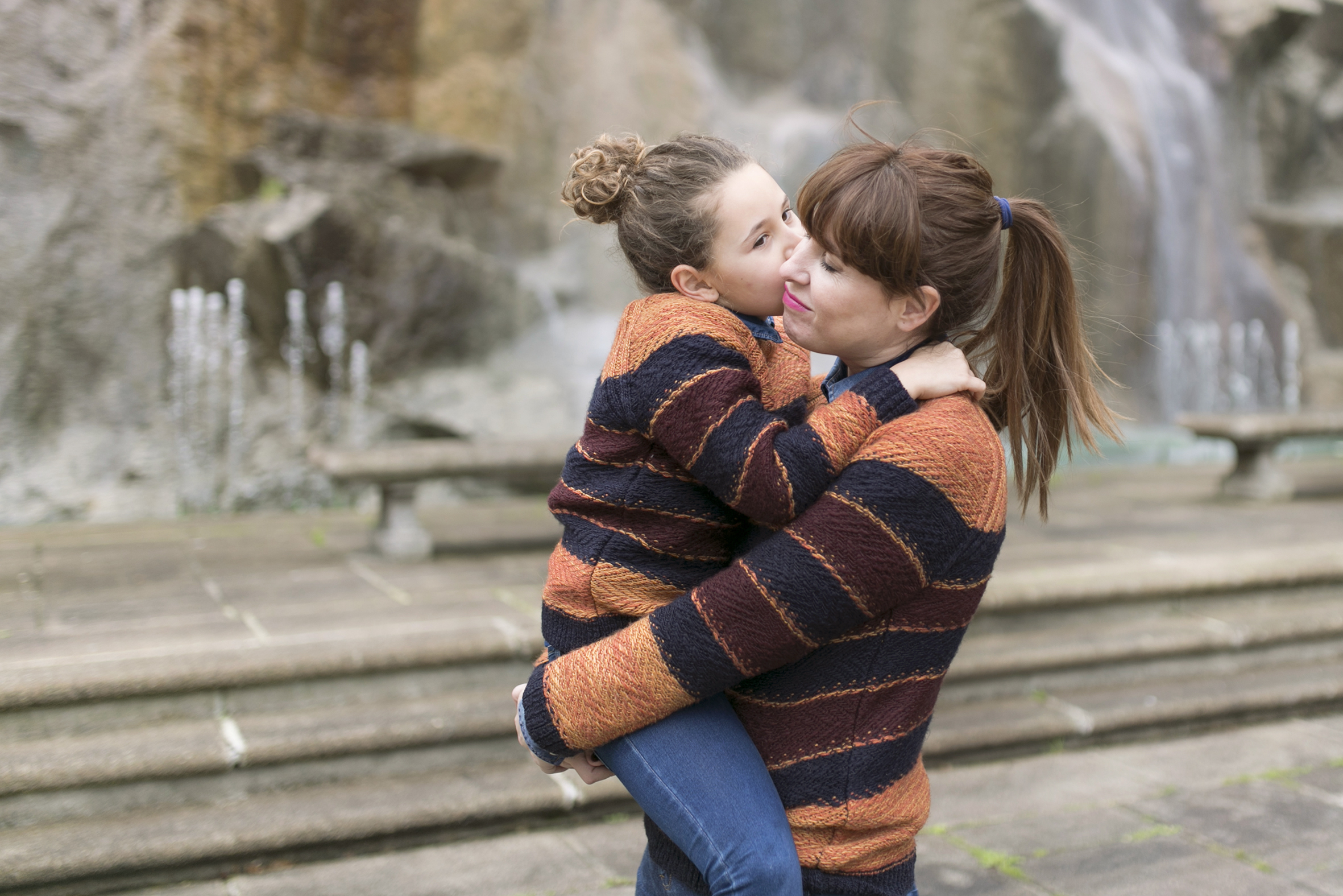zara kids-mom and daughter-minime- streetstyle-descalzaporelparque-madre e hija-felicidad-coruña