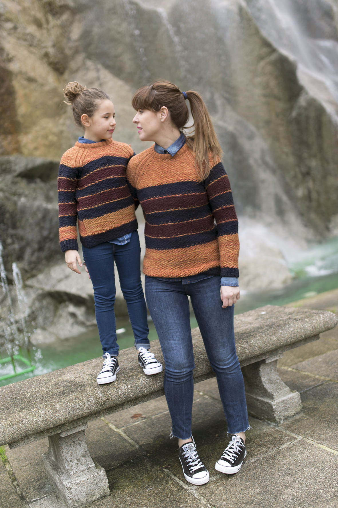 mom and daughter-kids-fashion-denim-minime- streetstyle-descalzaporelparque-converse