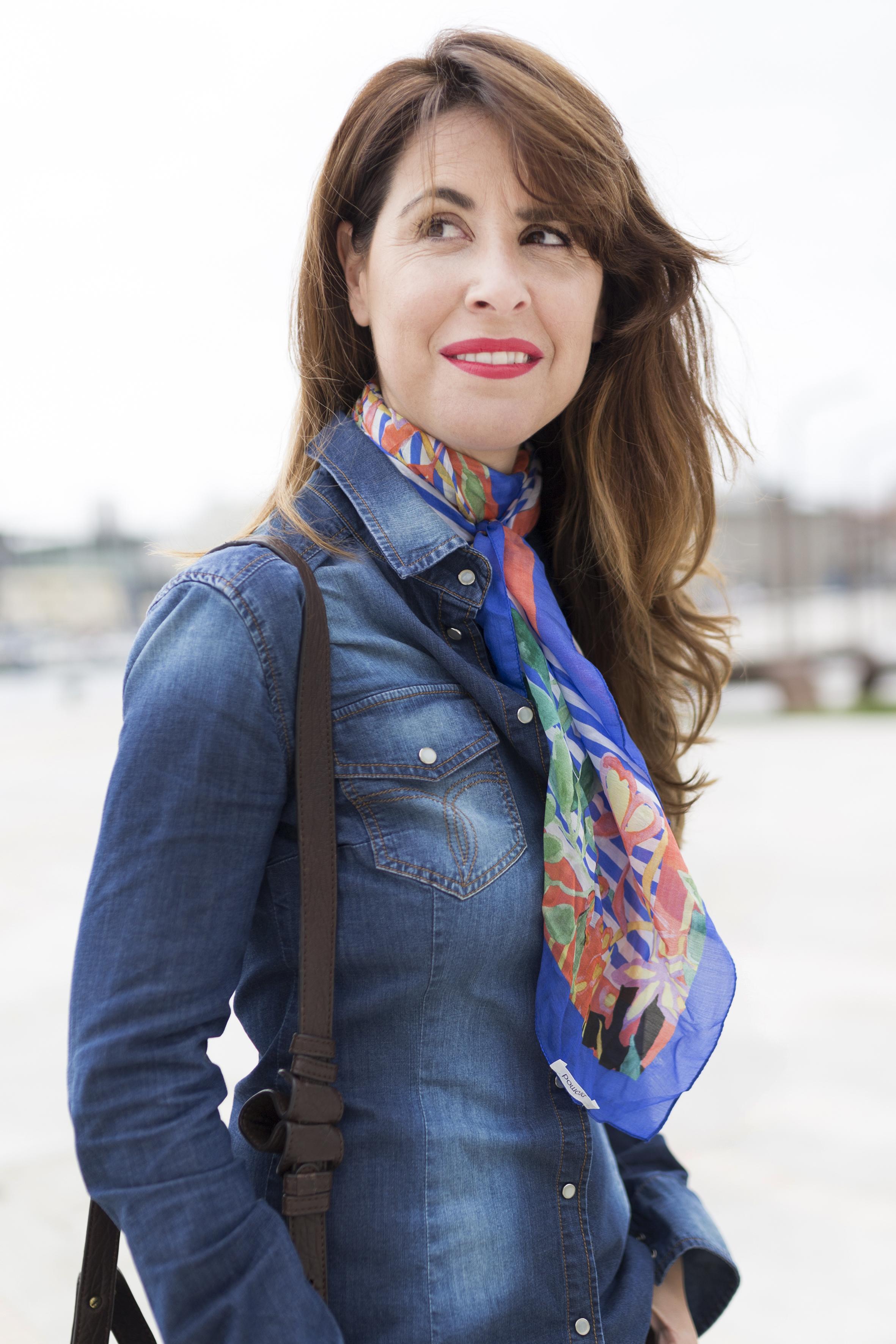 coruña-calle-fular de seda- streetstyle-moda-descalzaporelparque-la marina- regalo-denim-coruña- streetstyle-style- scarf-promod