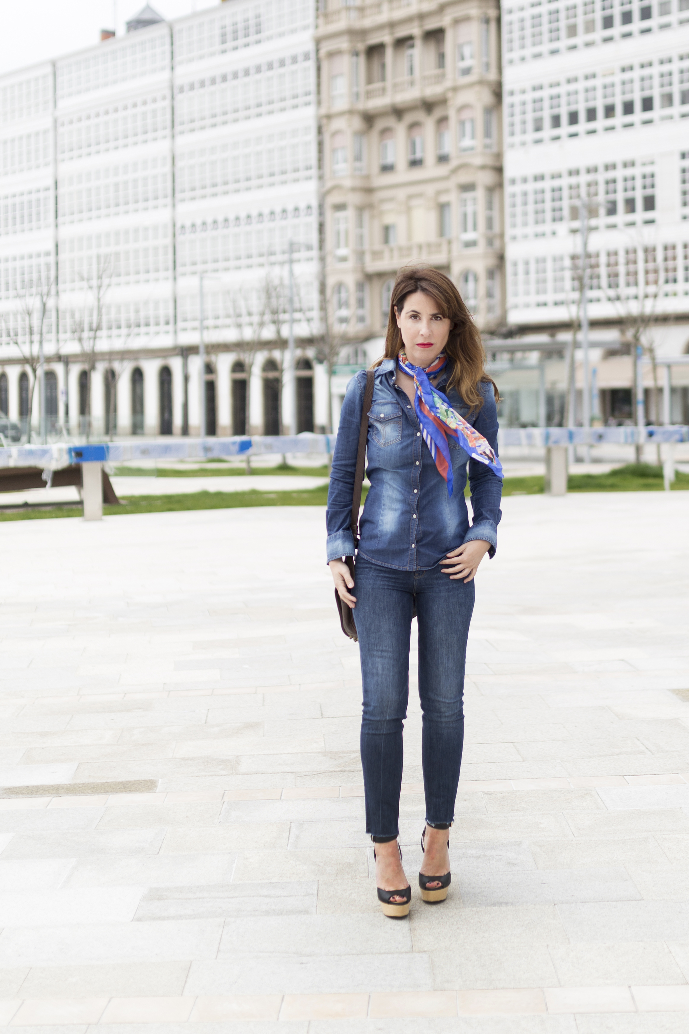 coruña-calle-fular de seda- promod- denim-coruña- streetstyle-style- descalzaporelparque- día de la madre- regalo- scarf