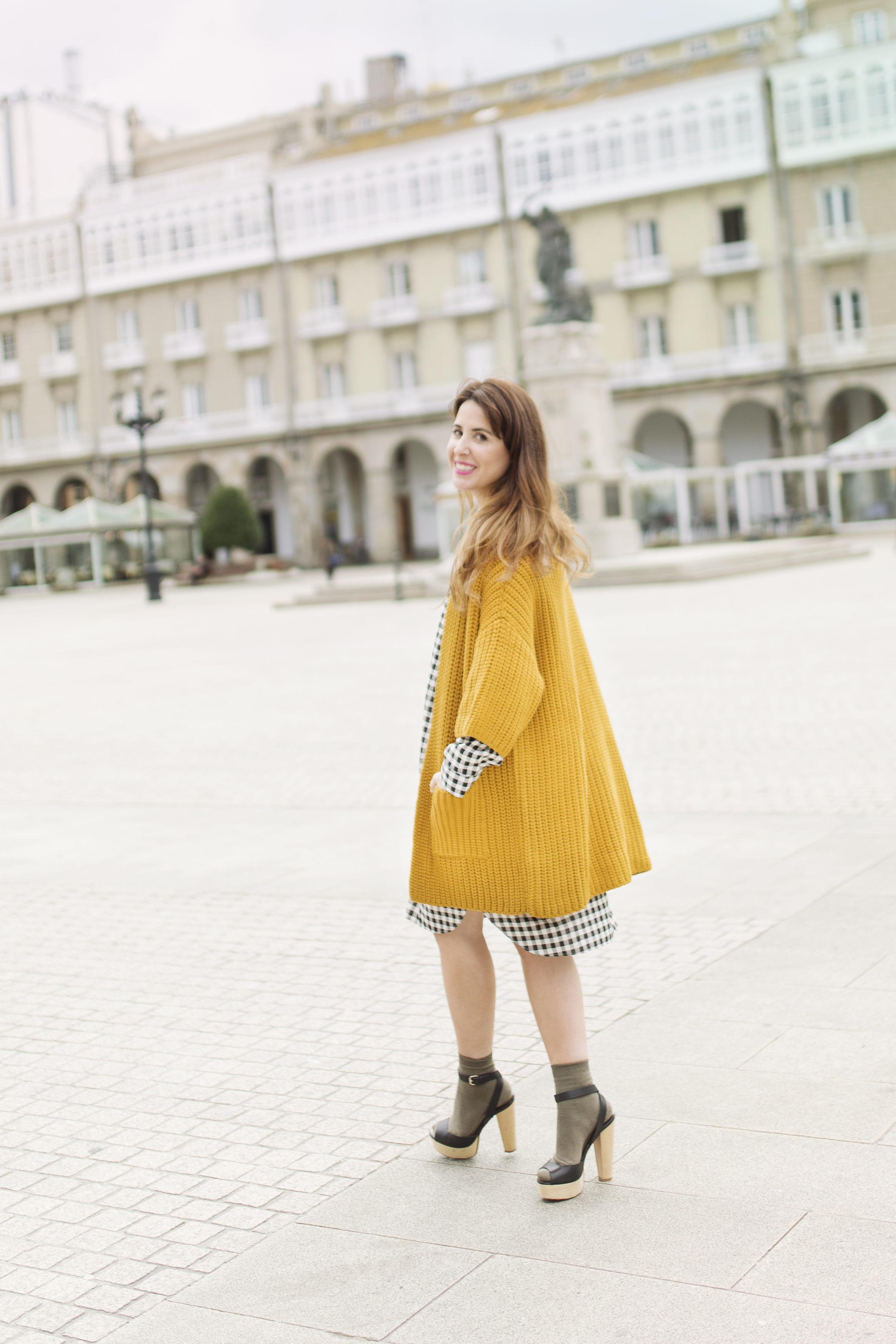 mustard cardigan-dress shirt-fashion-coruña- street-descalzaporelparque- cèline bag-calle-moda