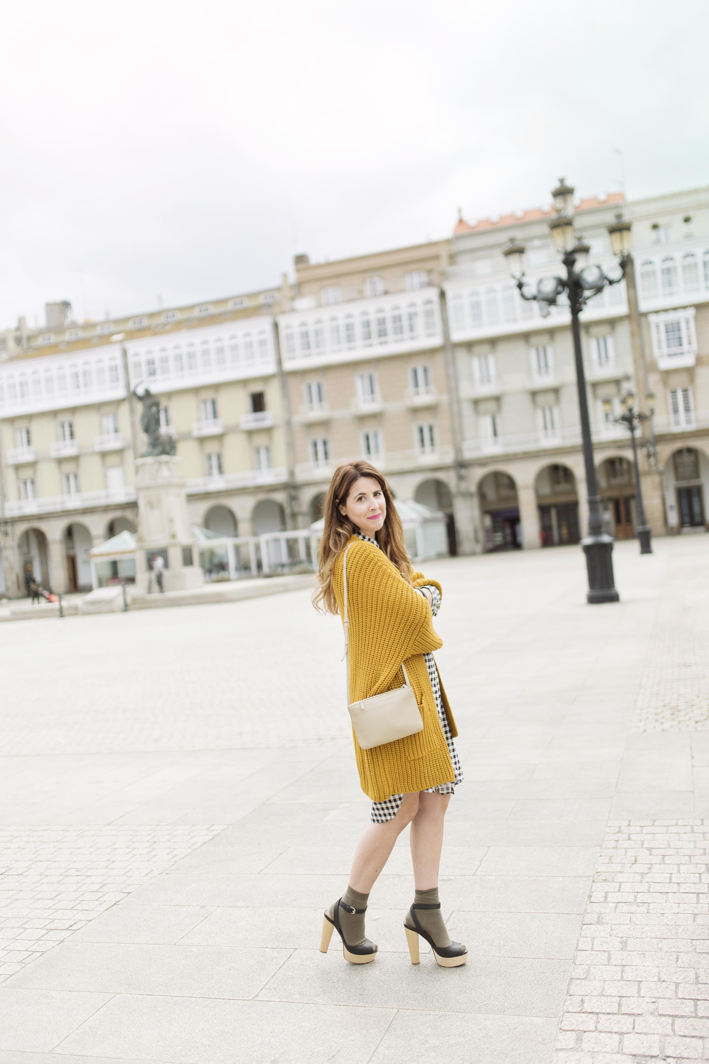 dress shirt- Mango- vestido camisero- cuadros- lifestyle- coruña- streetstyle- blogger -descalzaporelparque