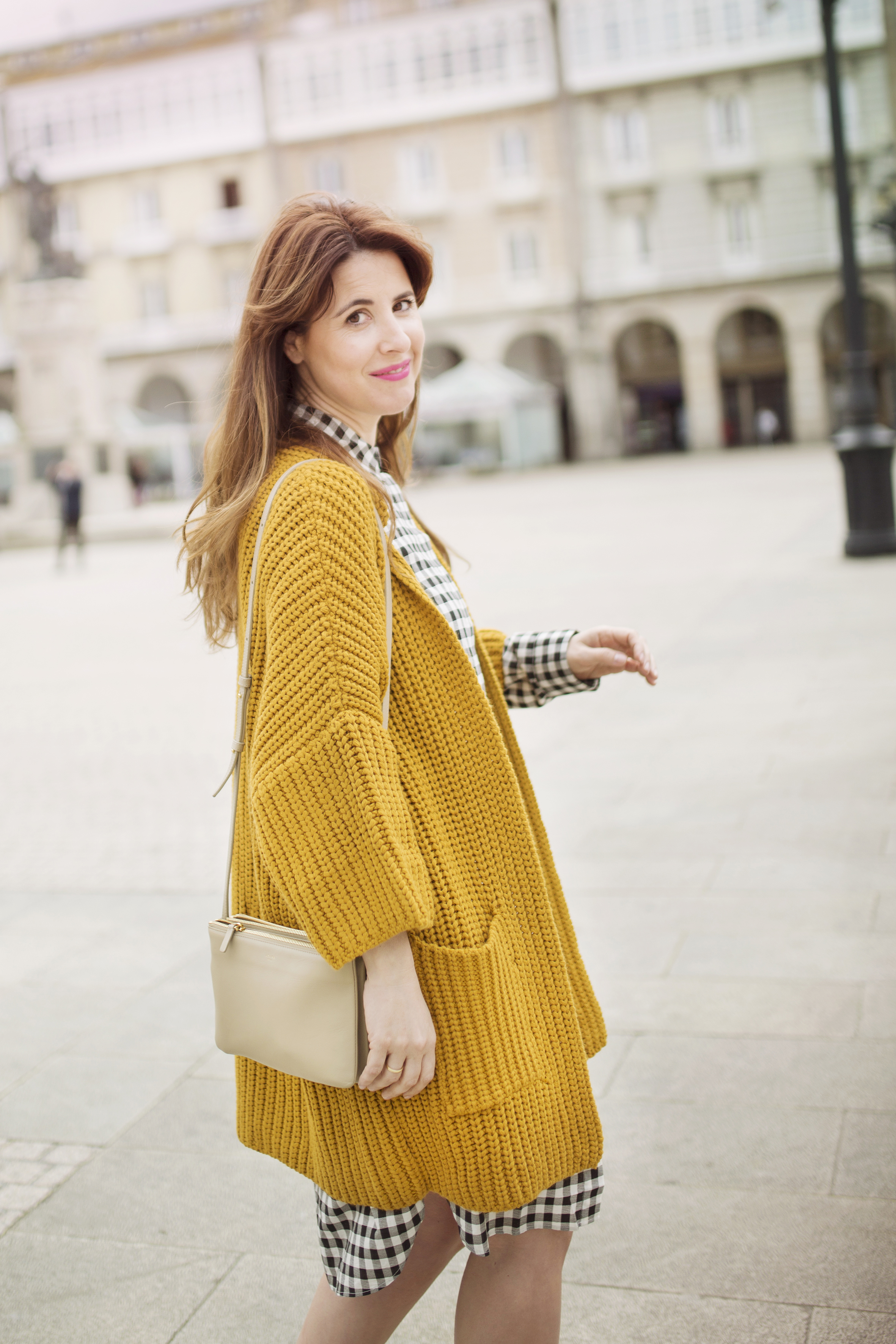 fashion-coruña- streetstyle- blogger -descalzaporelparque-dress shirt- cèline bag-trio bag-- cuadros- lifestyle