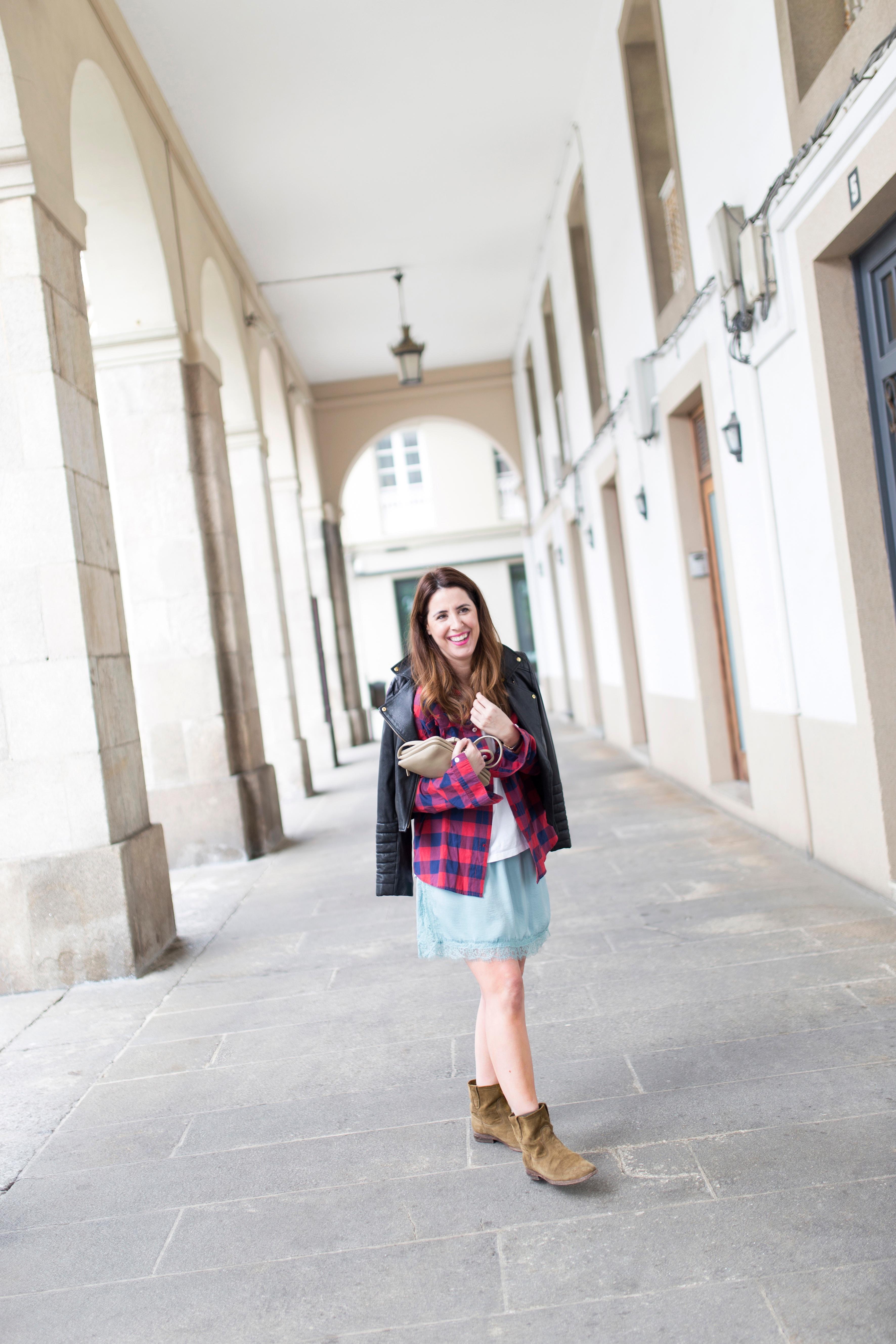 coruña-streetstyle-isabel marant-boots-blogger-trio bag-céline-fashion-descalzaporelparque-moda-calle-zara-perfecto