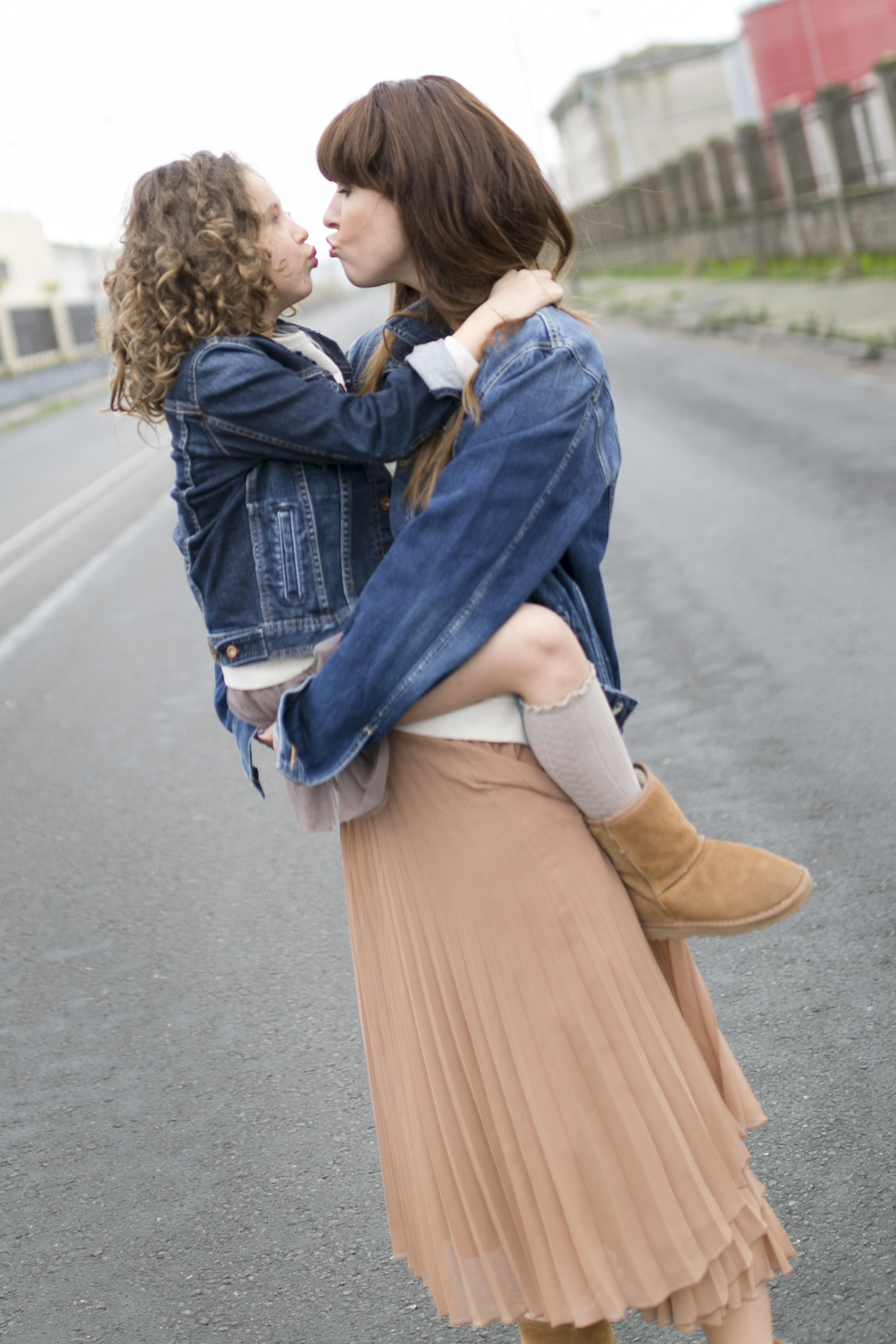 street style- descalzaporelparque-denim-pepejeans-minime-blogger-madre e hija-zara- zarakids-