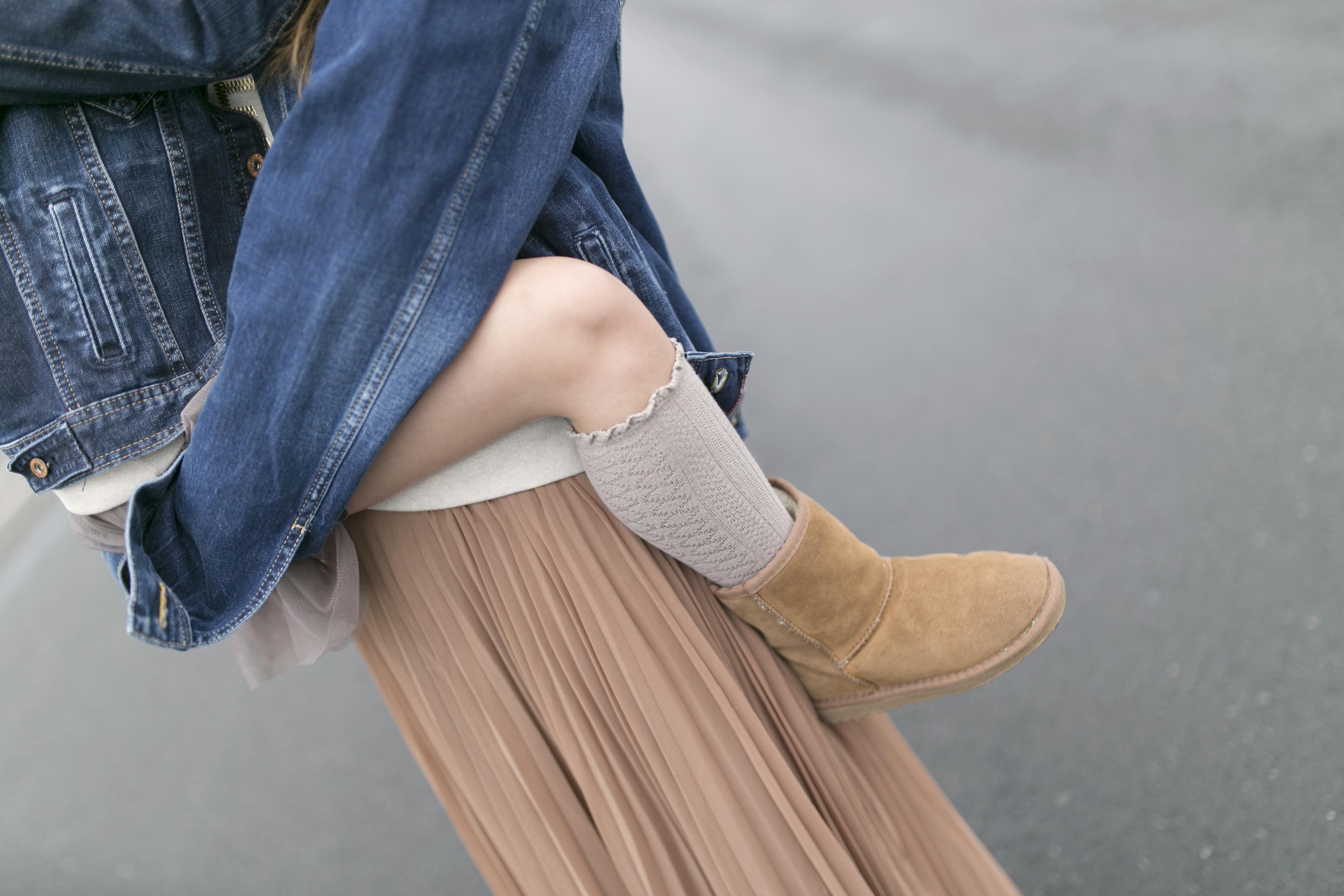 mother and daughter- pepe jeans- Ugg- zara- zarakids- streetstyle- descalzaporelparque-coruña-Ugg look-denim-madre e hija-fashion