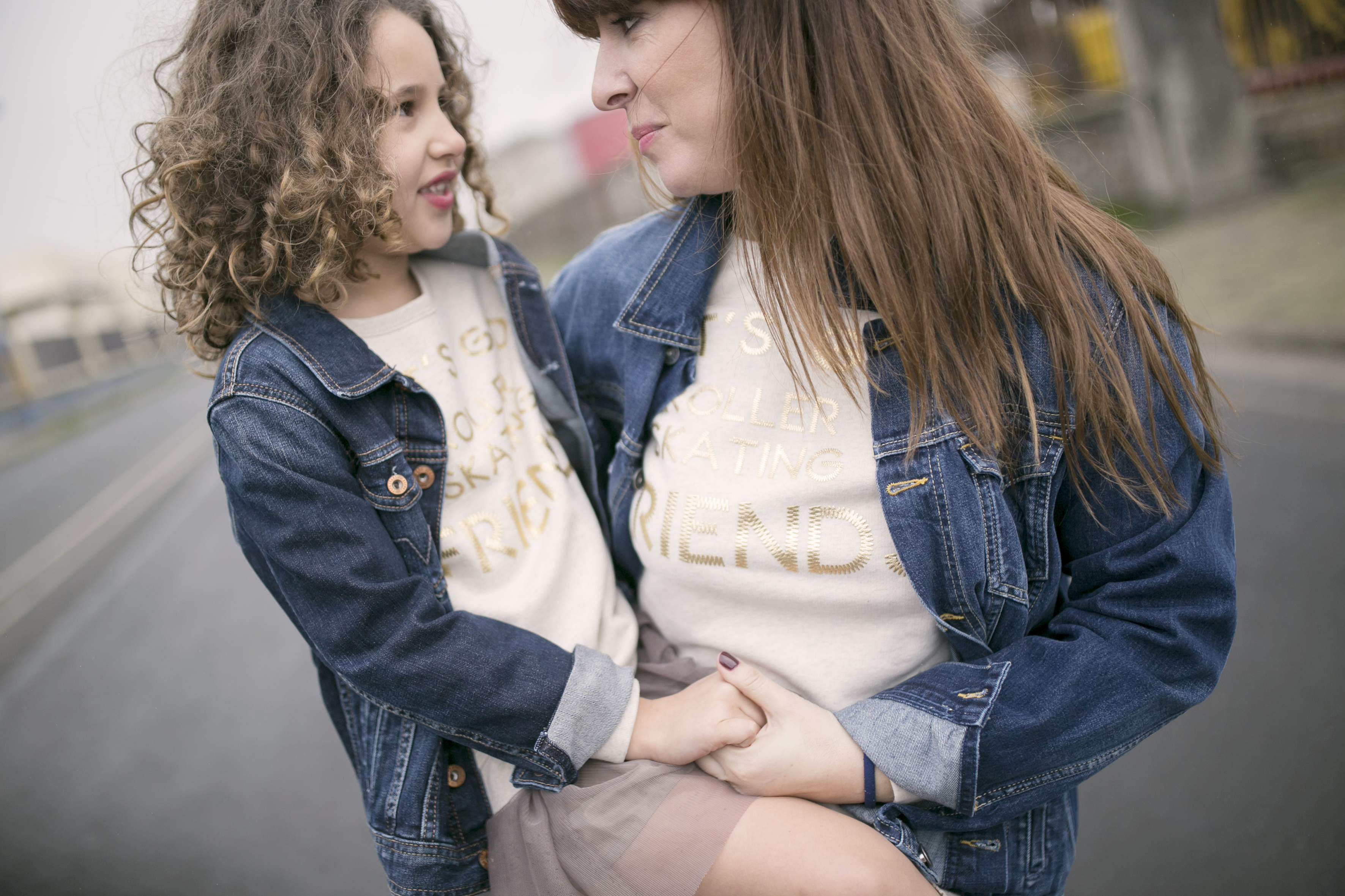 sudadera zara kids-mommyblogger-zara people-calle-mother and daughter- pepe jeans-denim jacket- zarakids-look-madre e hija-fashion