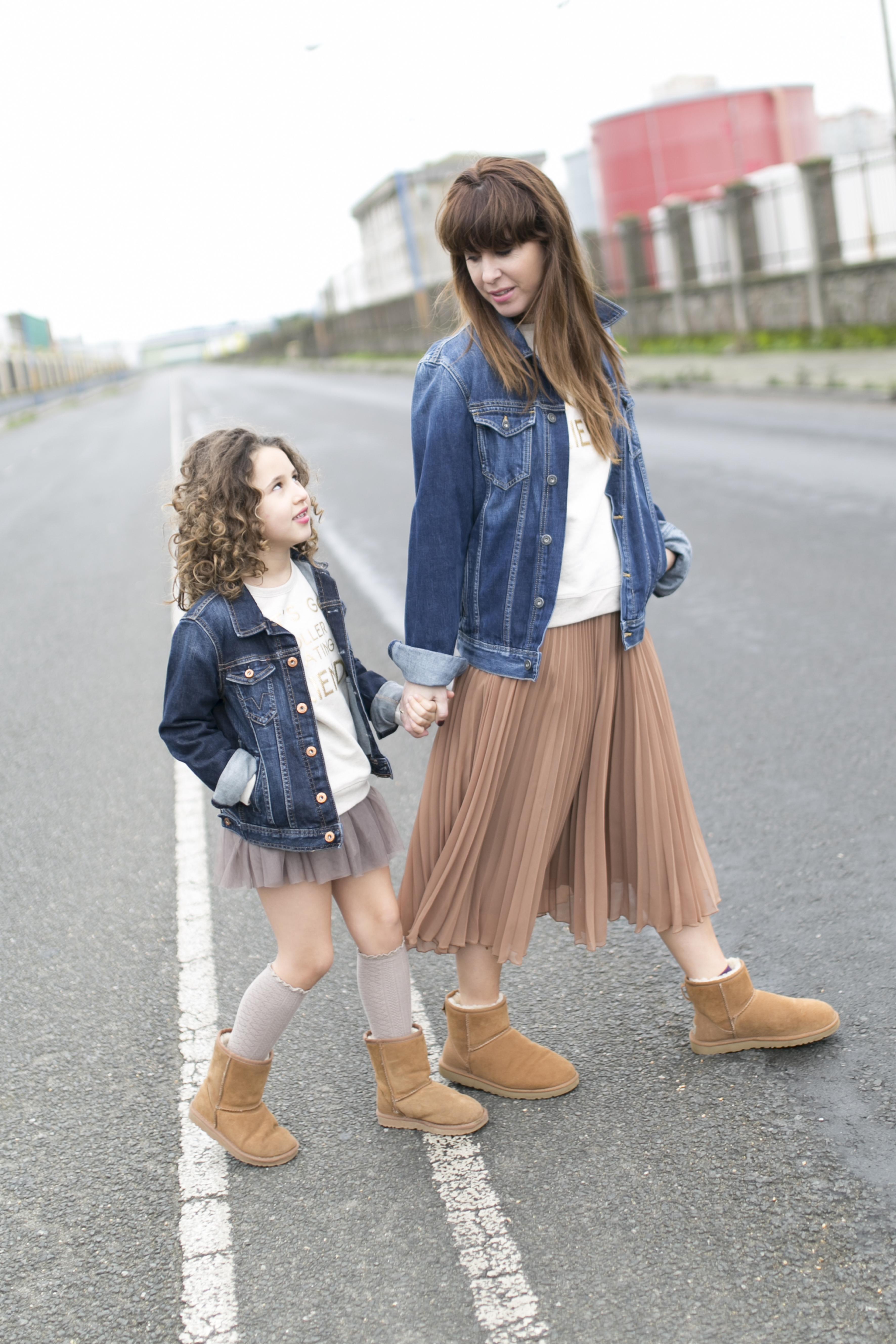 Ugg- zara- zarakids- street style- descalzaporelparque-Ugg look-denim-minime
