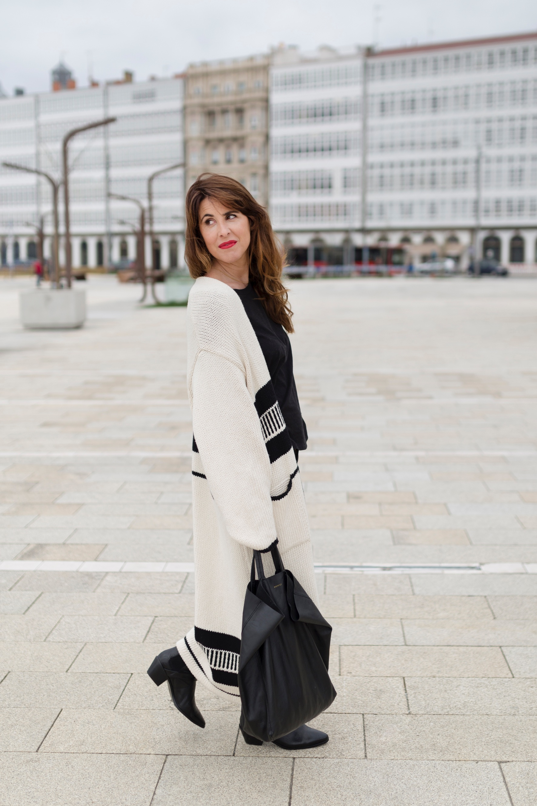 coruña- streetstyle- blogger- cèline bag- style- zara look-ootd- descalzaporelparque-fashion-moda
