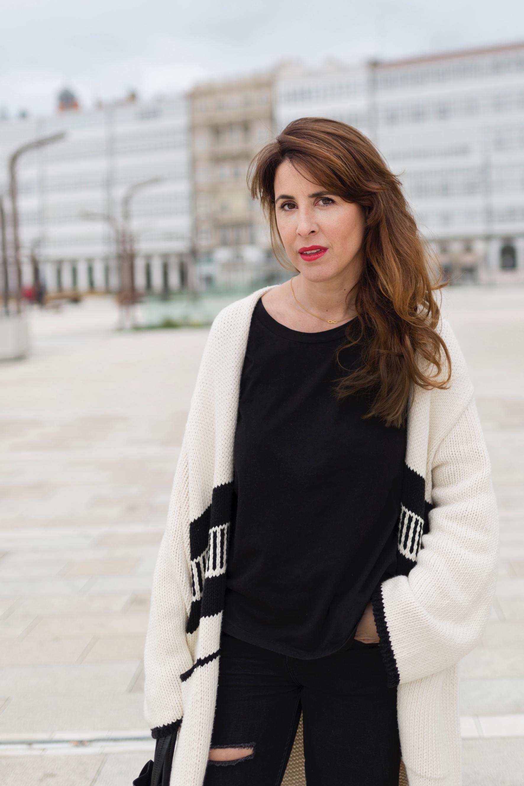 moda-calle-zara-look- coruña- streetstyle- blogger- ootd- descalzaporelparque
