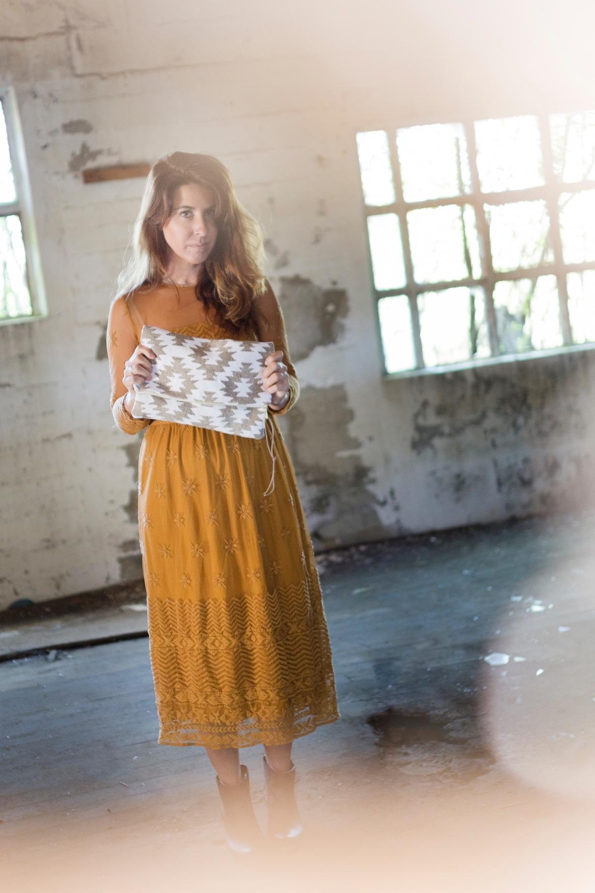 stylelovely-zara dress- vestido mostaza - descalzaporelparque - zara - style - blogger - fashion-lo en las nubes - clutch