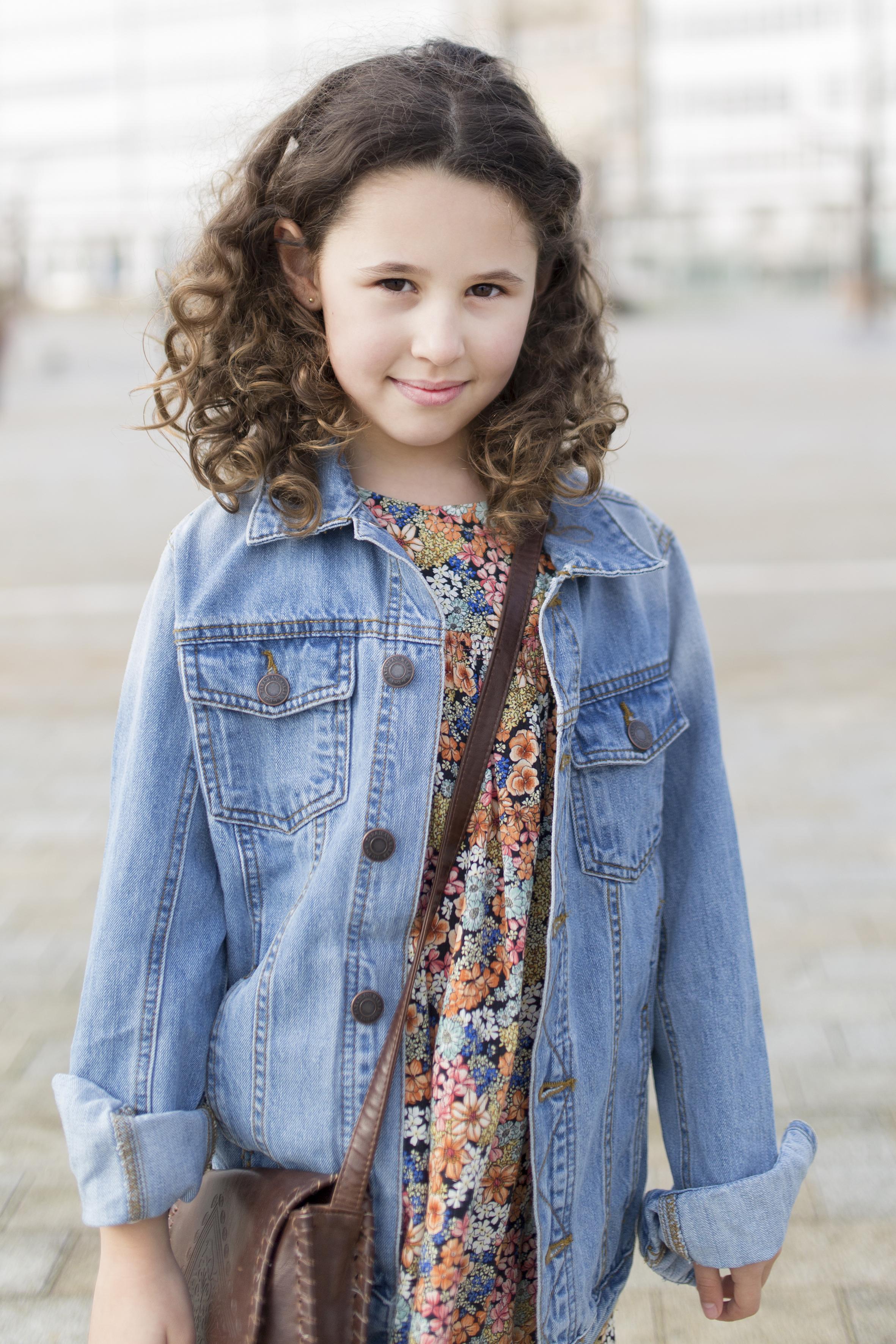 coruña-niños-jimena-zara kids-denim jacket-My partner-fashion-moda-street style-descalzaporelparque-blogger