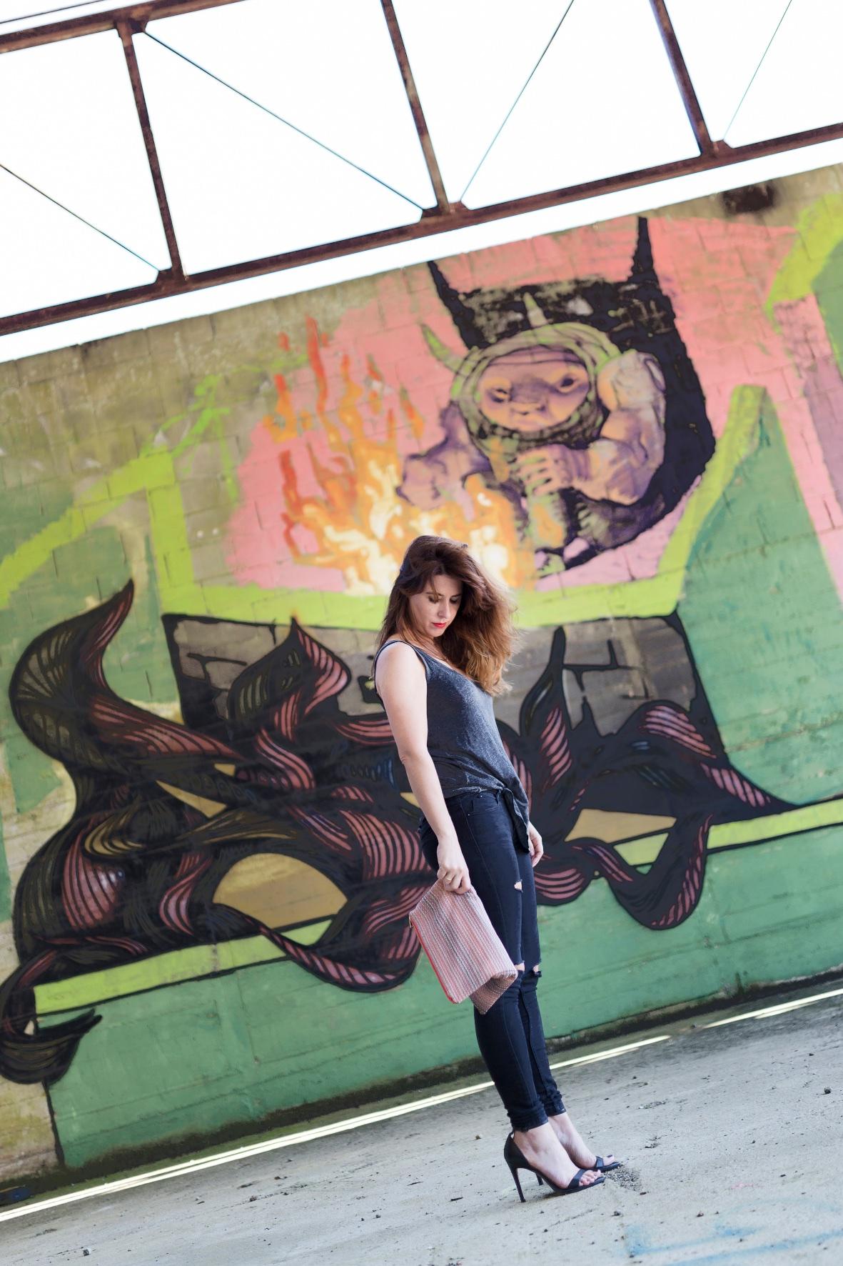 coruña-denim-black-streetstyle-fashion-blogger-descalzaporelparque-EN LAS NUBES BOLSOS-Divina Comedia