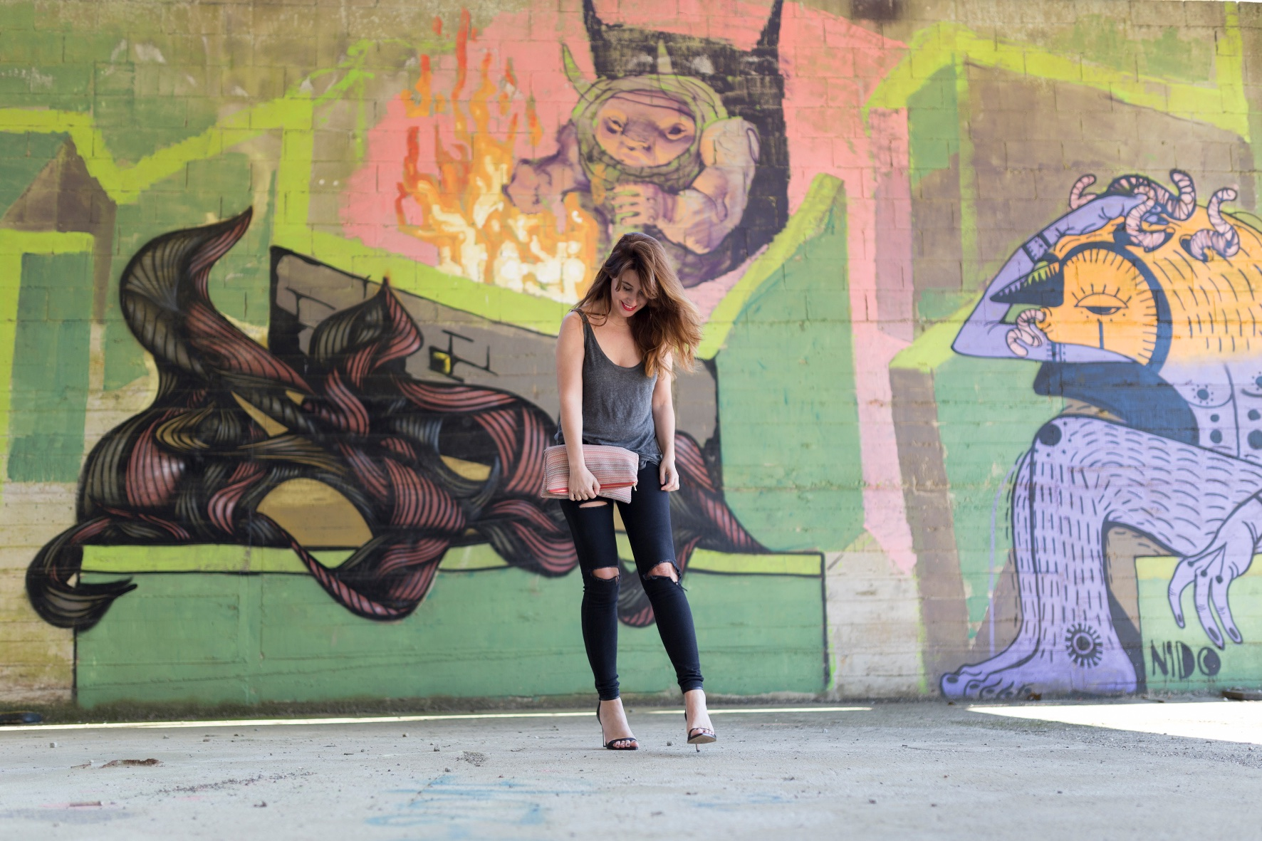 streetstyle-fashion-blogger-descalzaporelparque-EN LAS NUBES BOLSOS-Divina Comedia