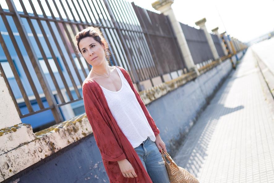 blogger-coruña-Kimono bordado flores- kimono- zara- streetstyle- style- ootd- descalzaporelparque- fashion- look