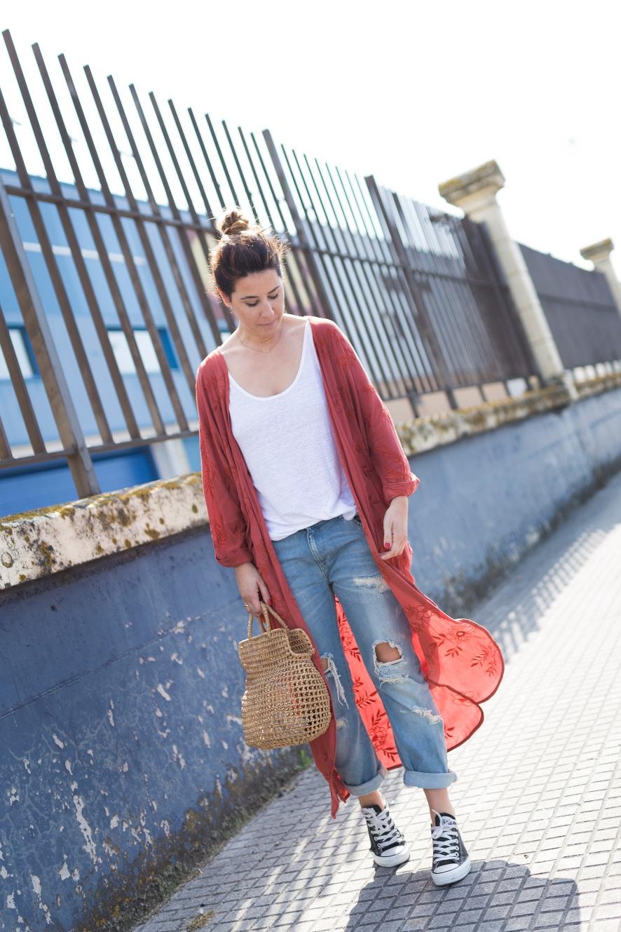sneakers-converse-Kimono-bordado-flores- kimono- zara- streetstyle- style- ootd- descalzaporelparque- fashion- look