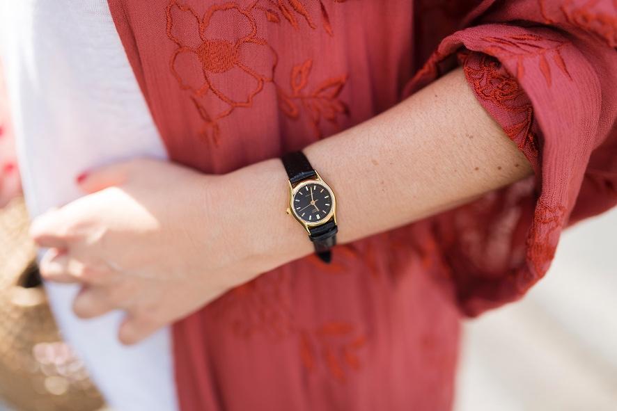 reloj-casio-Kimono-bordado-flores- kimono- zara- streetstyle- style- ootd- descalzaporelparque- fashion- look