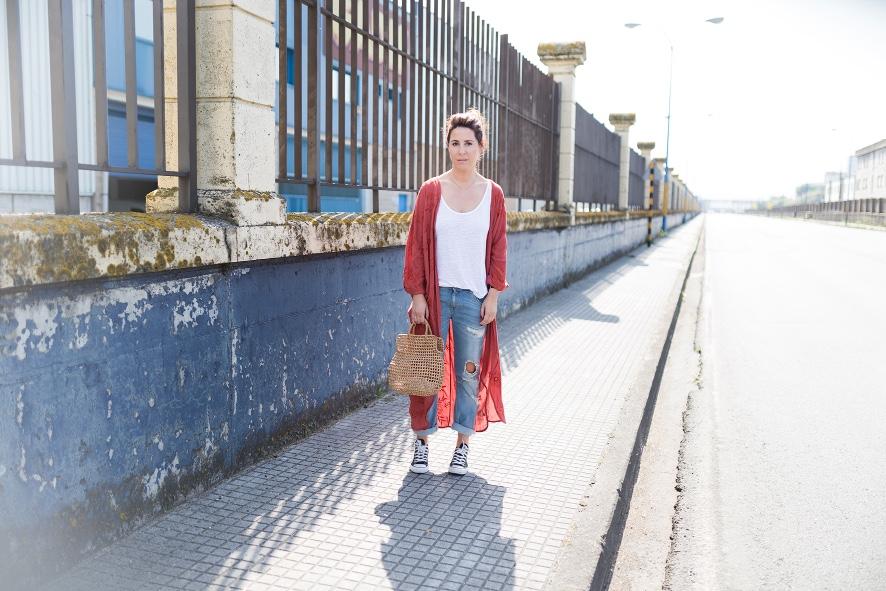 Kimono bordado flores- kimono- zara- streetstyle- style- ootd- descalzaporelparque- fashion- look -converse